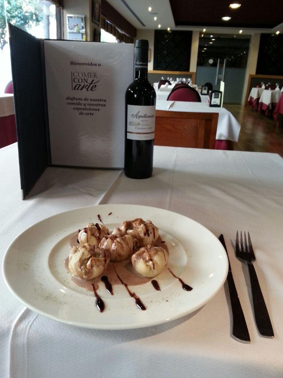 Restaurante con exposiciones de arte en el centro de Sevilla