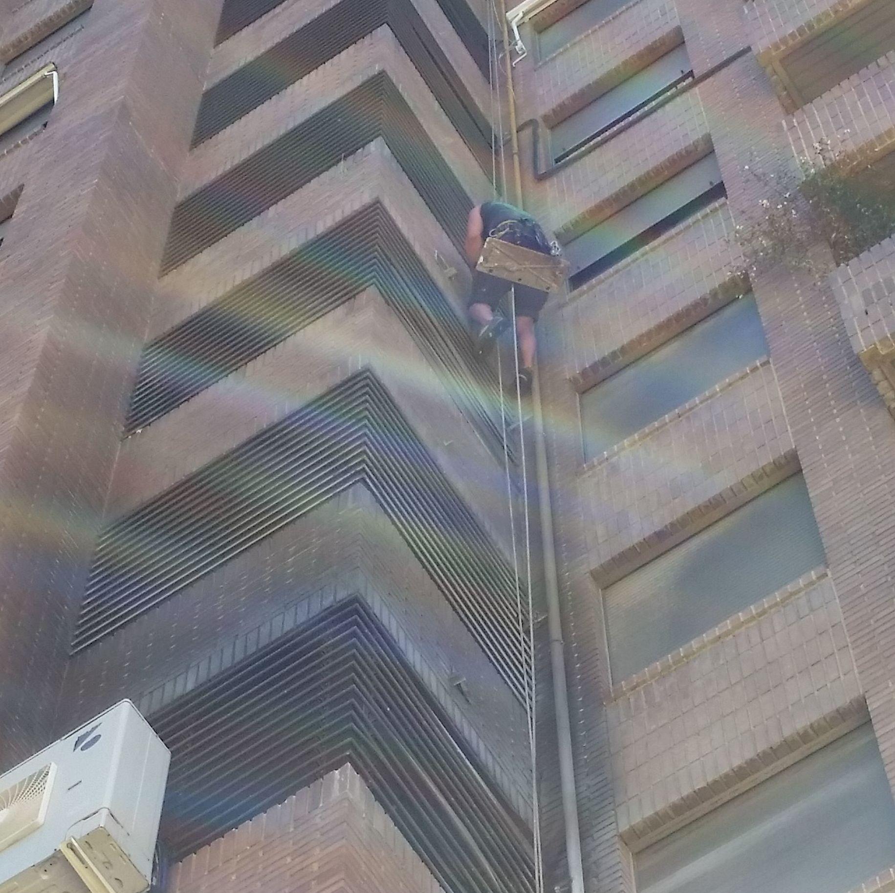 Limpieza de fachada y balcón por siniestro producido por un incendio