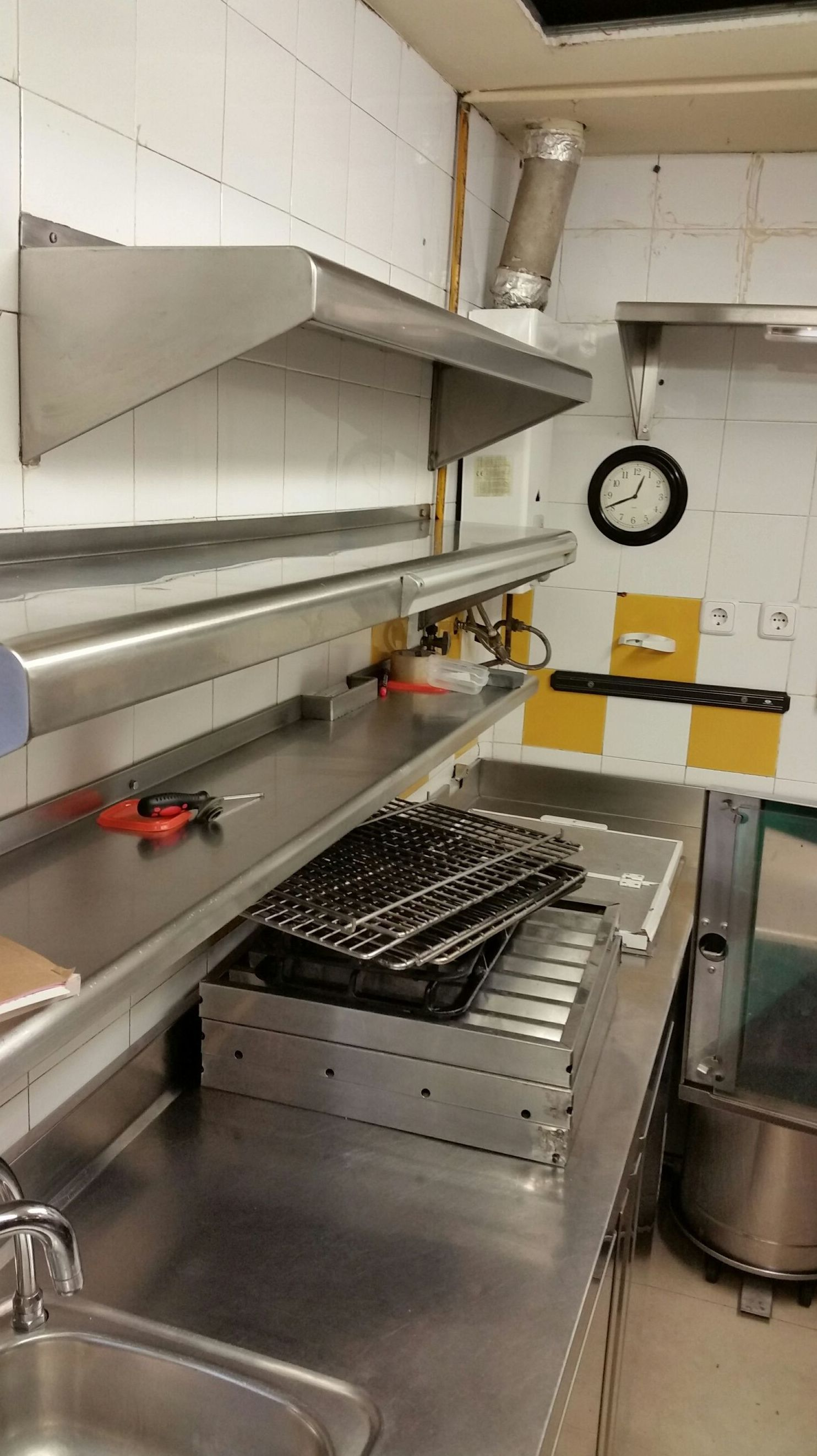 Limpieza de siniestro por incendio en cocina profesional