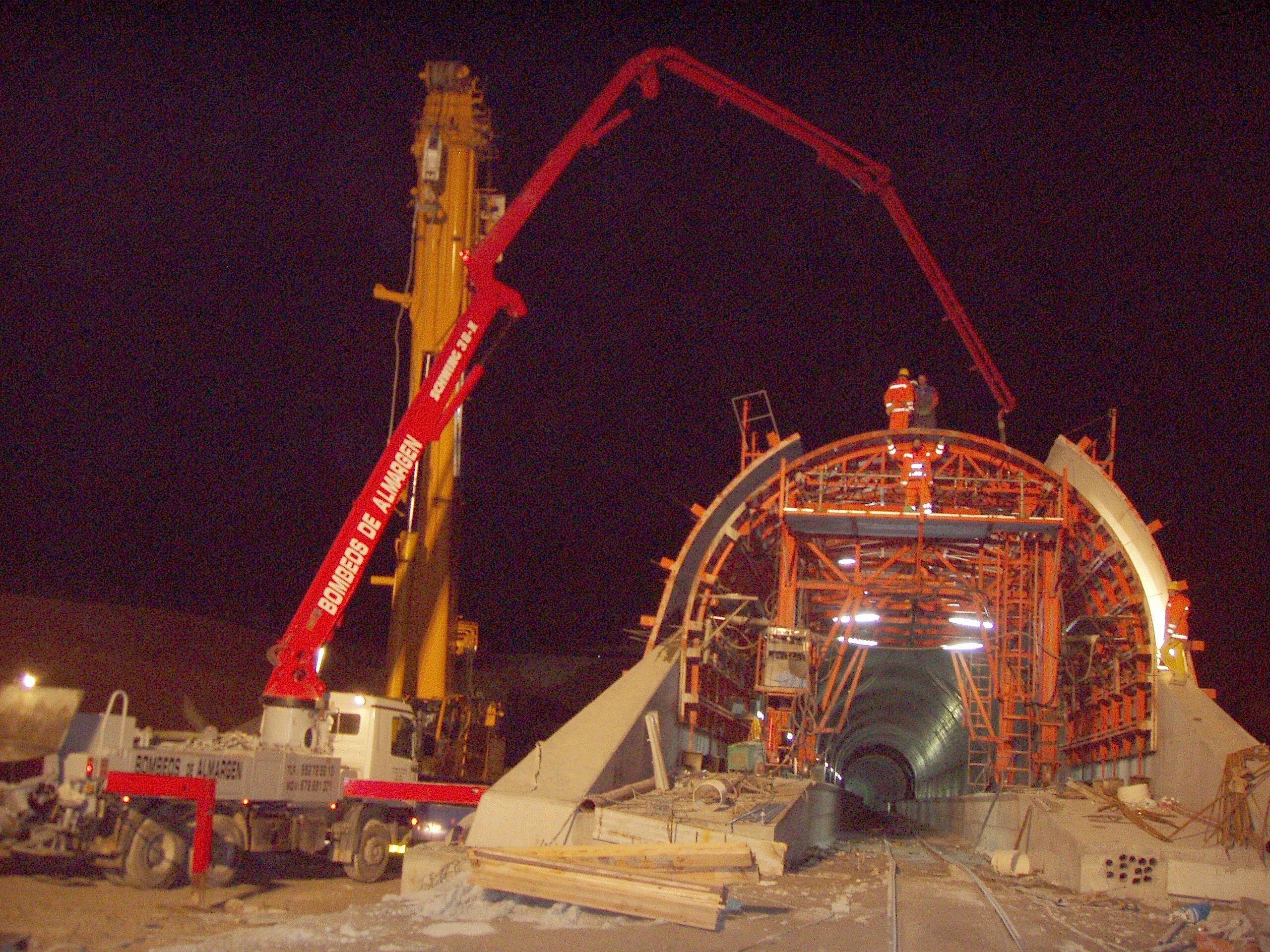 Robots especiales para túneles: Servicios de Bombeos de hormigón Almargen