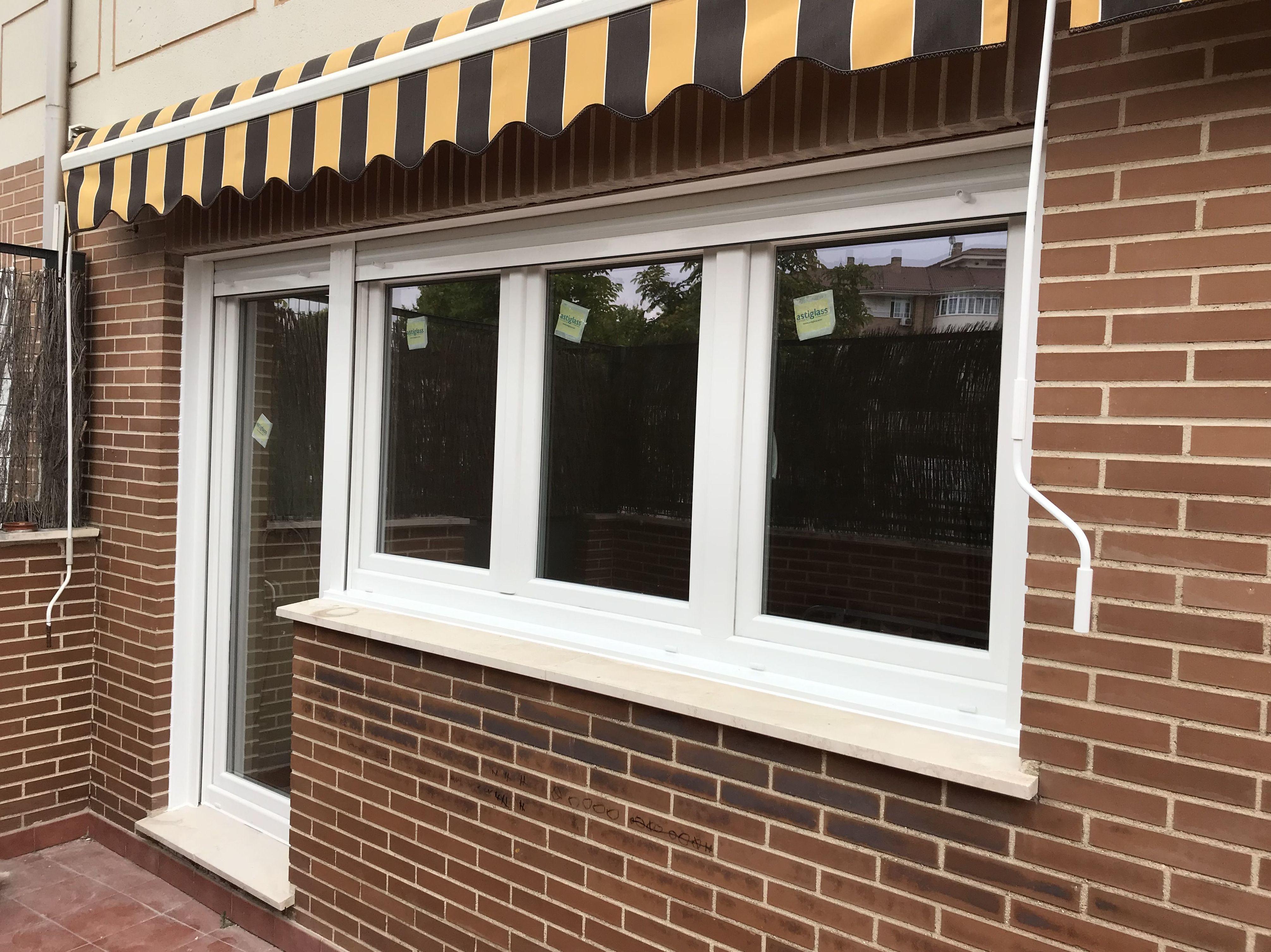 Ventana de 3 hojas con puerta balconera de PVC