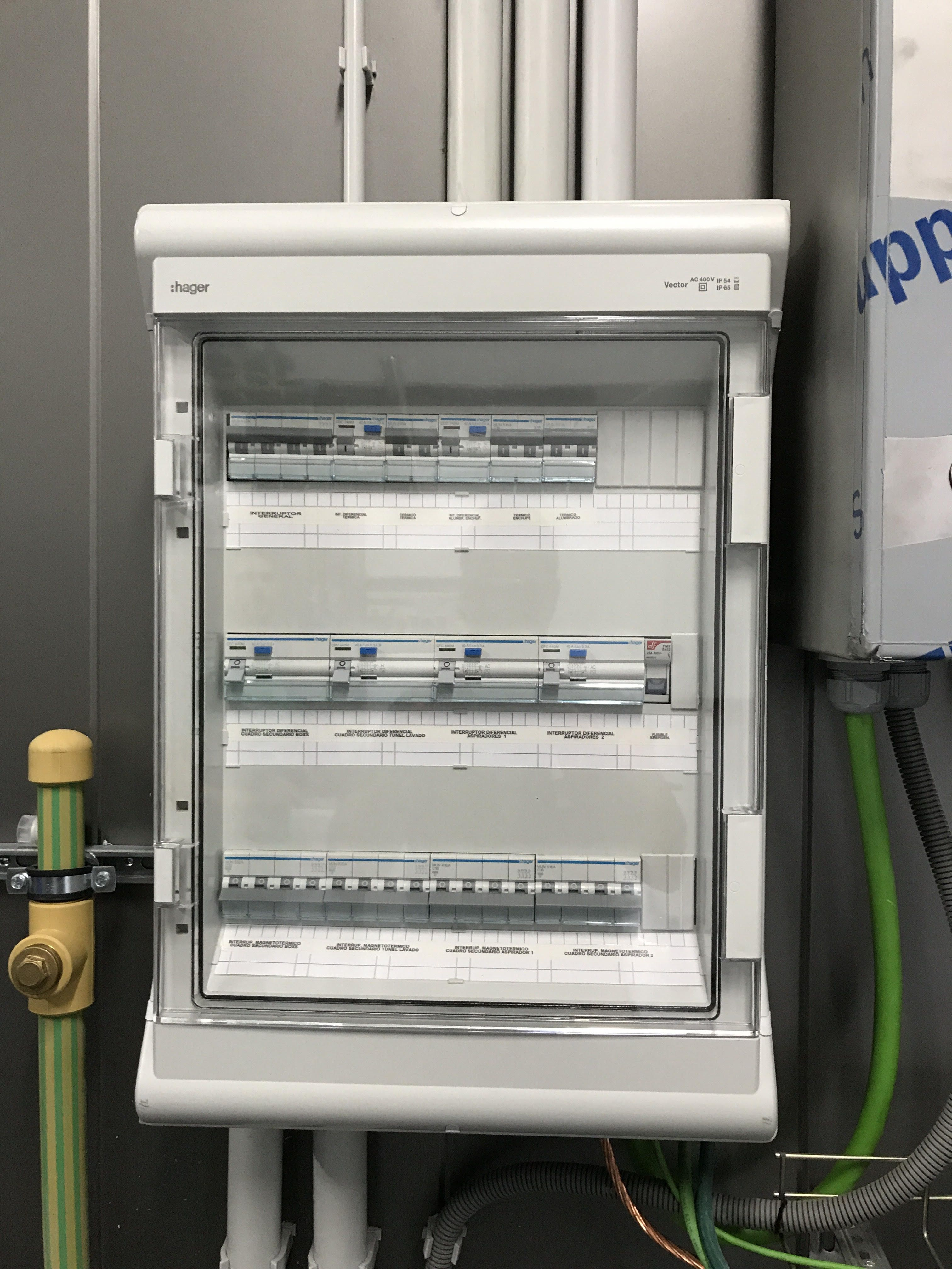 Instalación industrial: Servicios de Electricidad Adoza