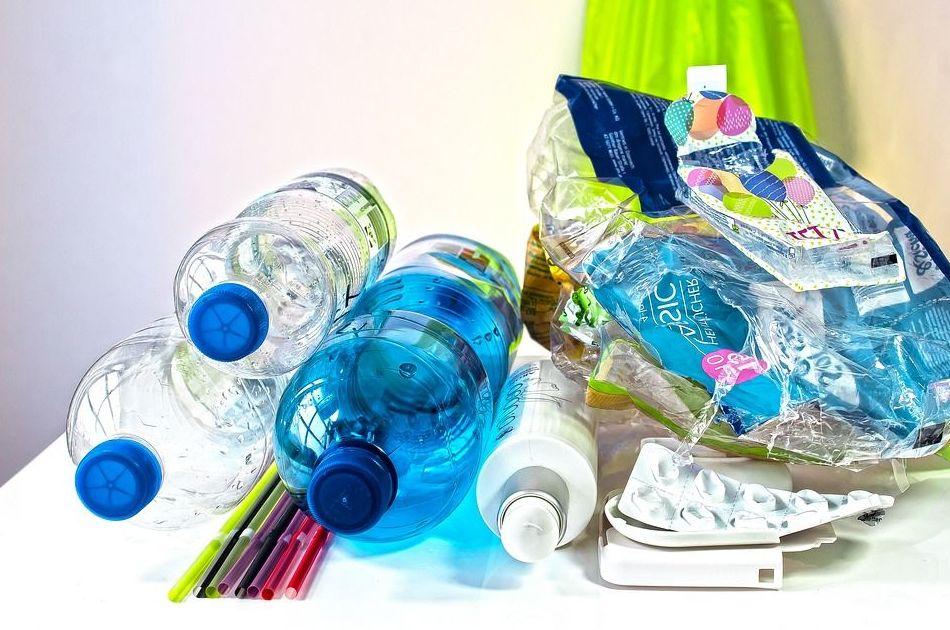 Una enzima mutante capaz de 'comerse' el plástico de las botellas