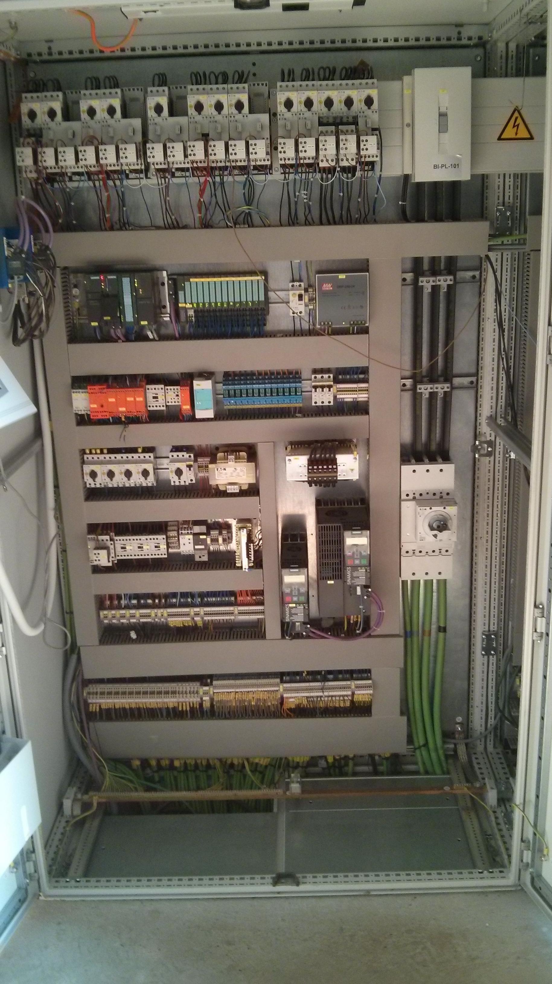 Manteniment equips elèctrics.