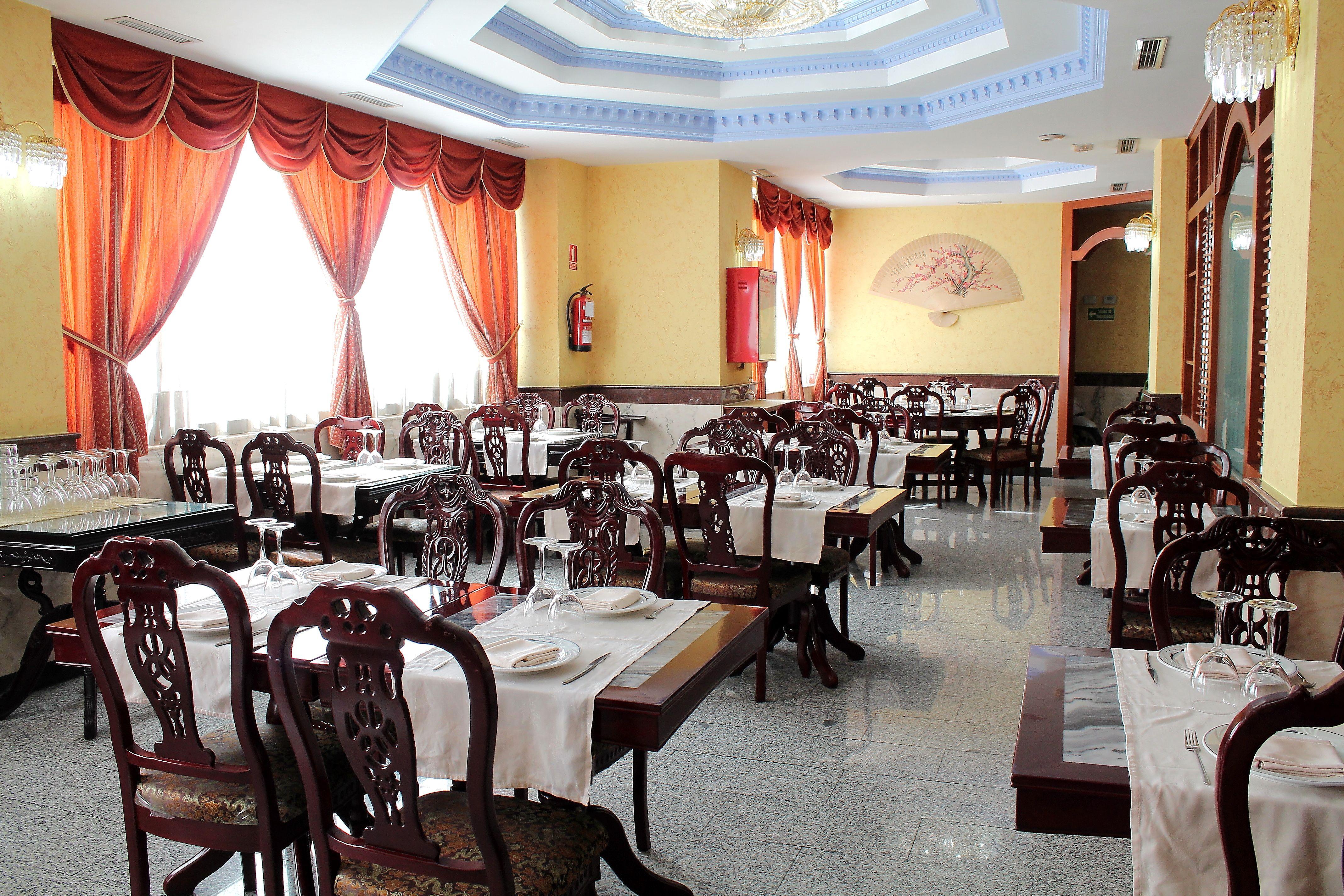 Restaurante Gran Oleada, comida asiática en un amplio local