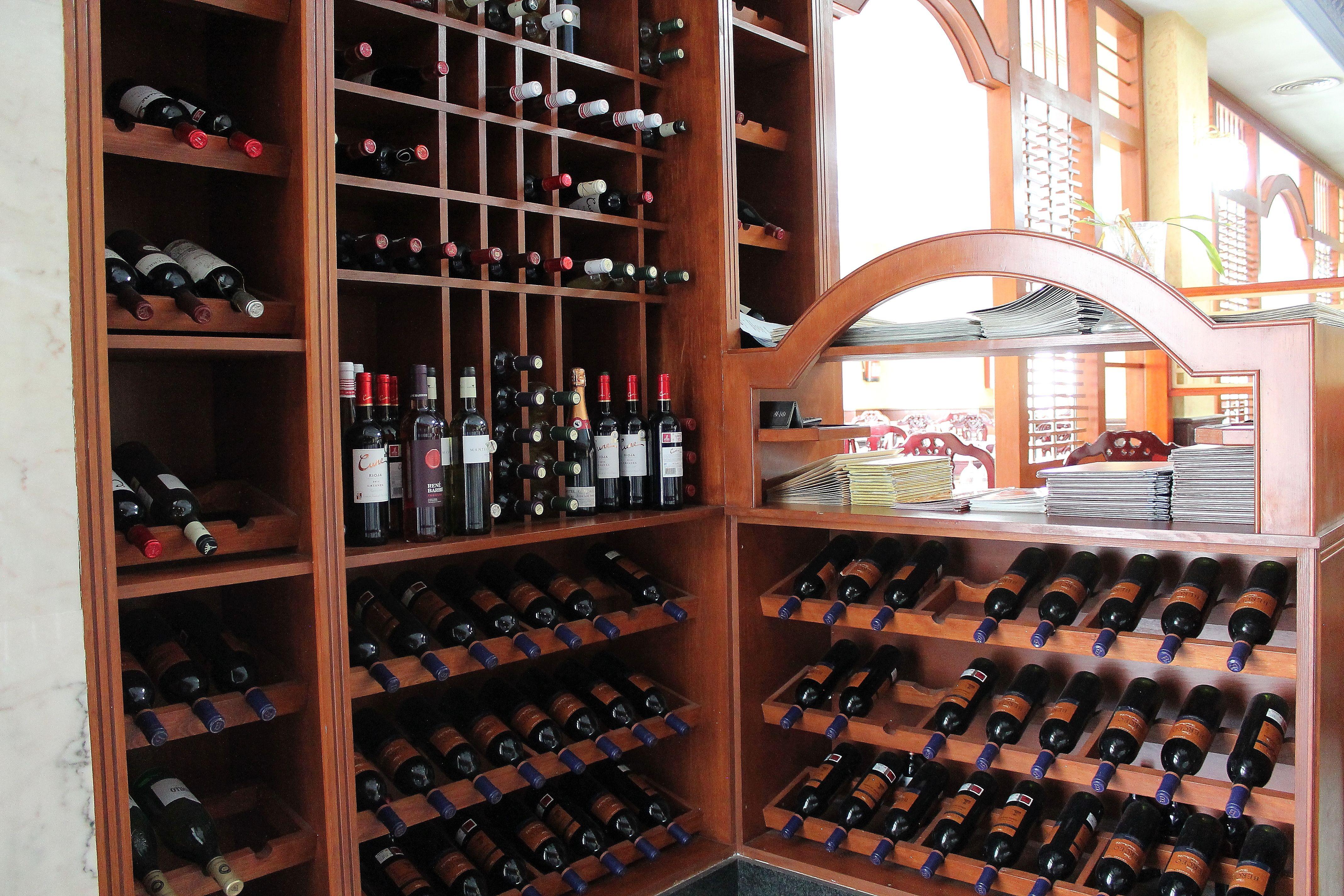 Cuidada selección de vinos del Restaurante Gran Oleada