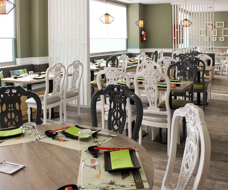 Amplio salón en el restaurante