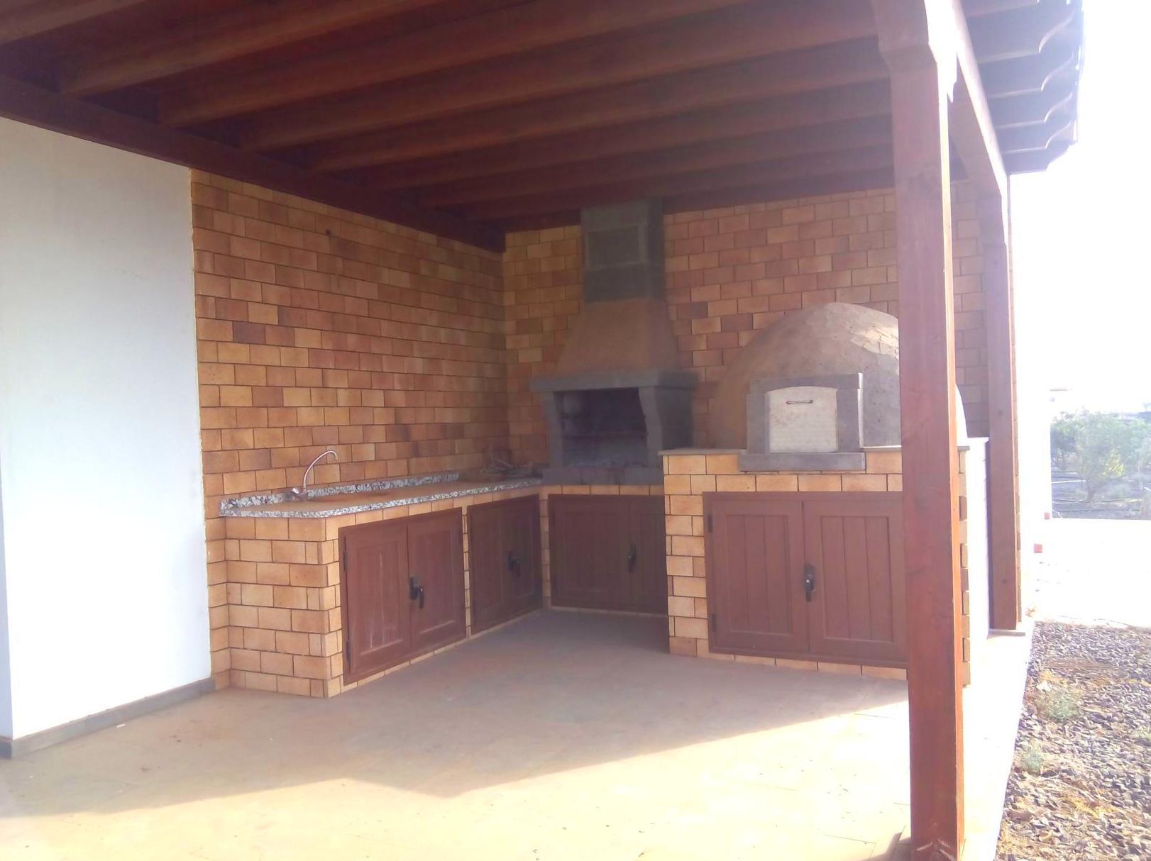 Parte delantera vivienda- BBQ y horno