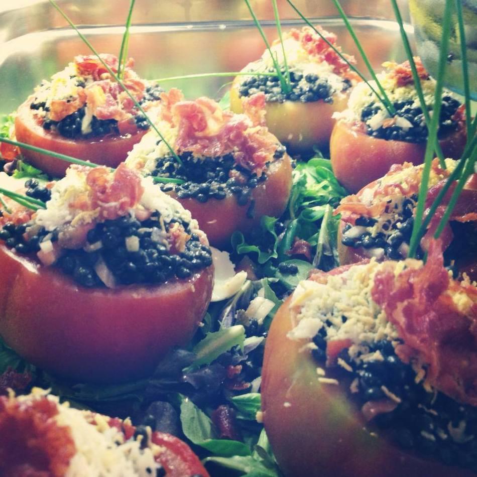 Amanida de tomàquet amb encenalls de pernil salat i llenties