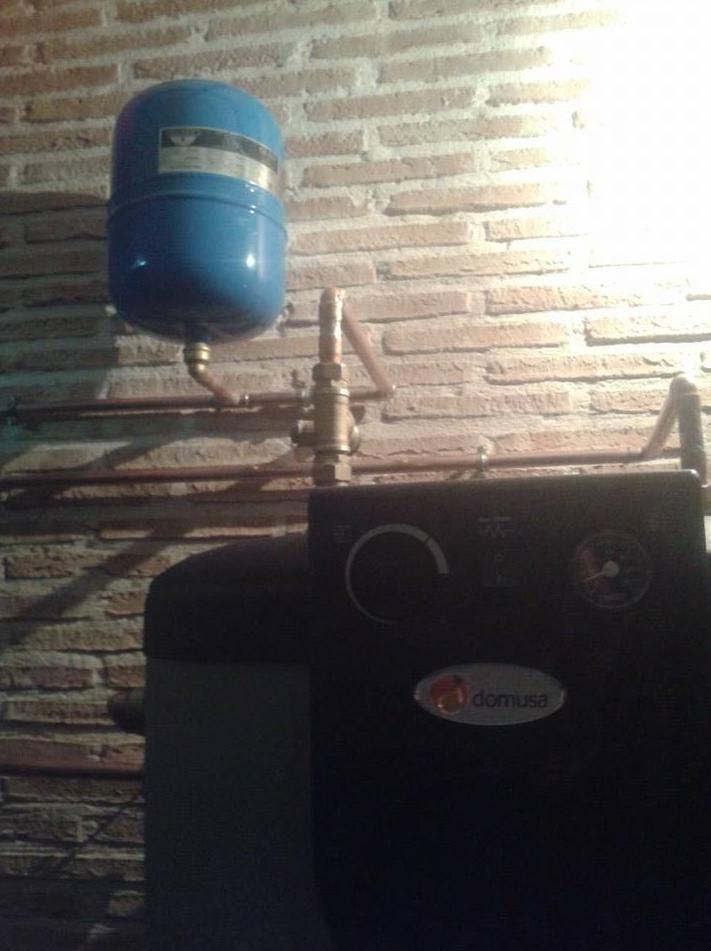 Caldera de pele para calefaccion con interacumulador para agua caliente