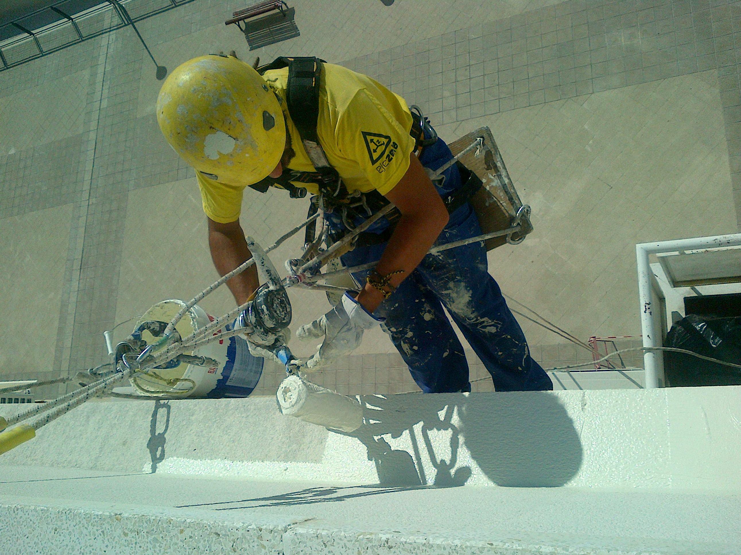 Canalones\u002DGefel Trabajos en altura. Pintura exterior