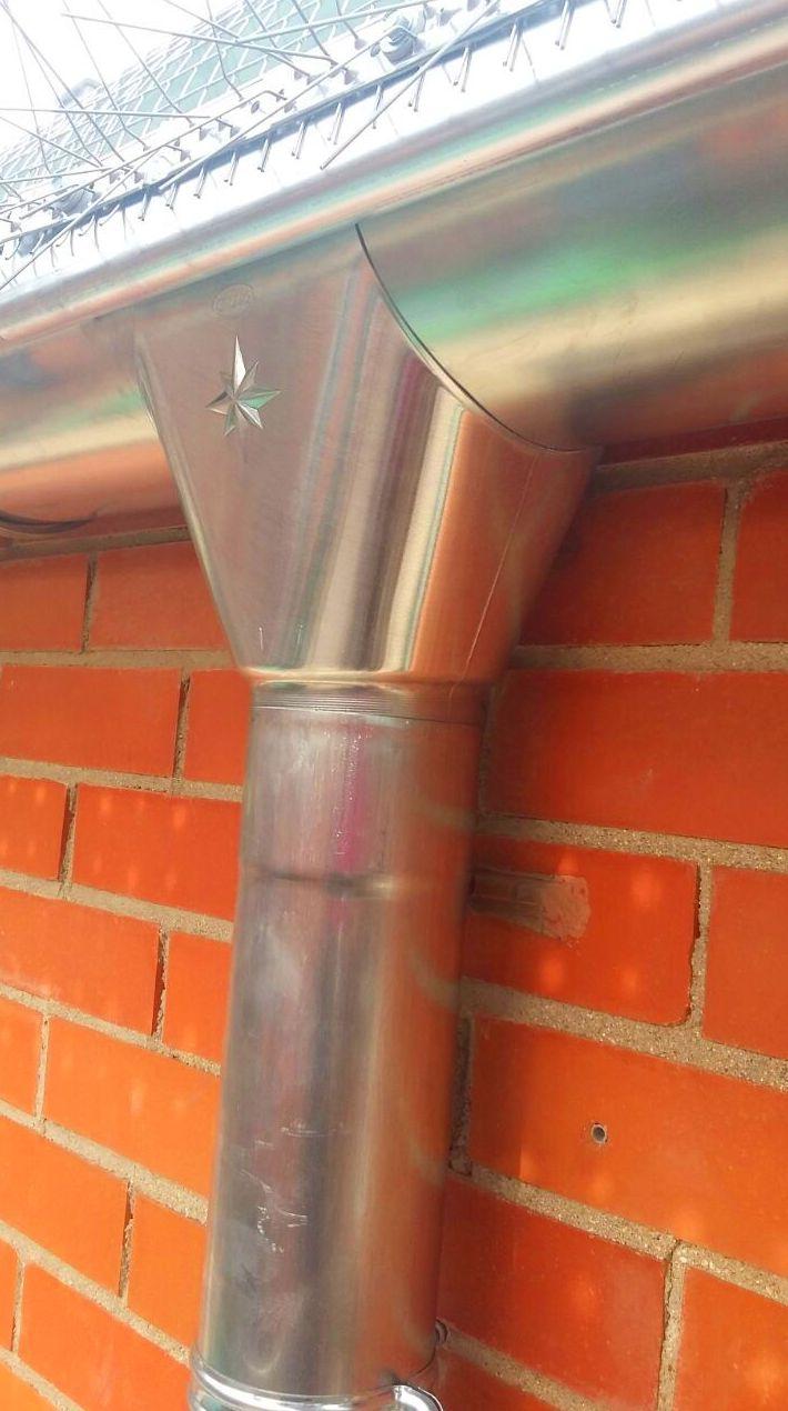 Canalones\u002DGefel Instalación de canalón de zinc.