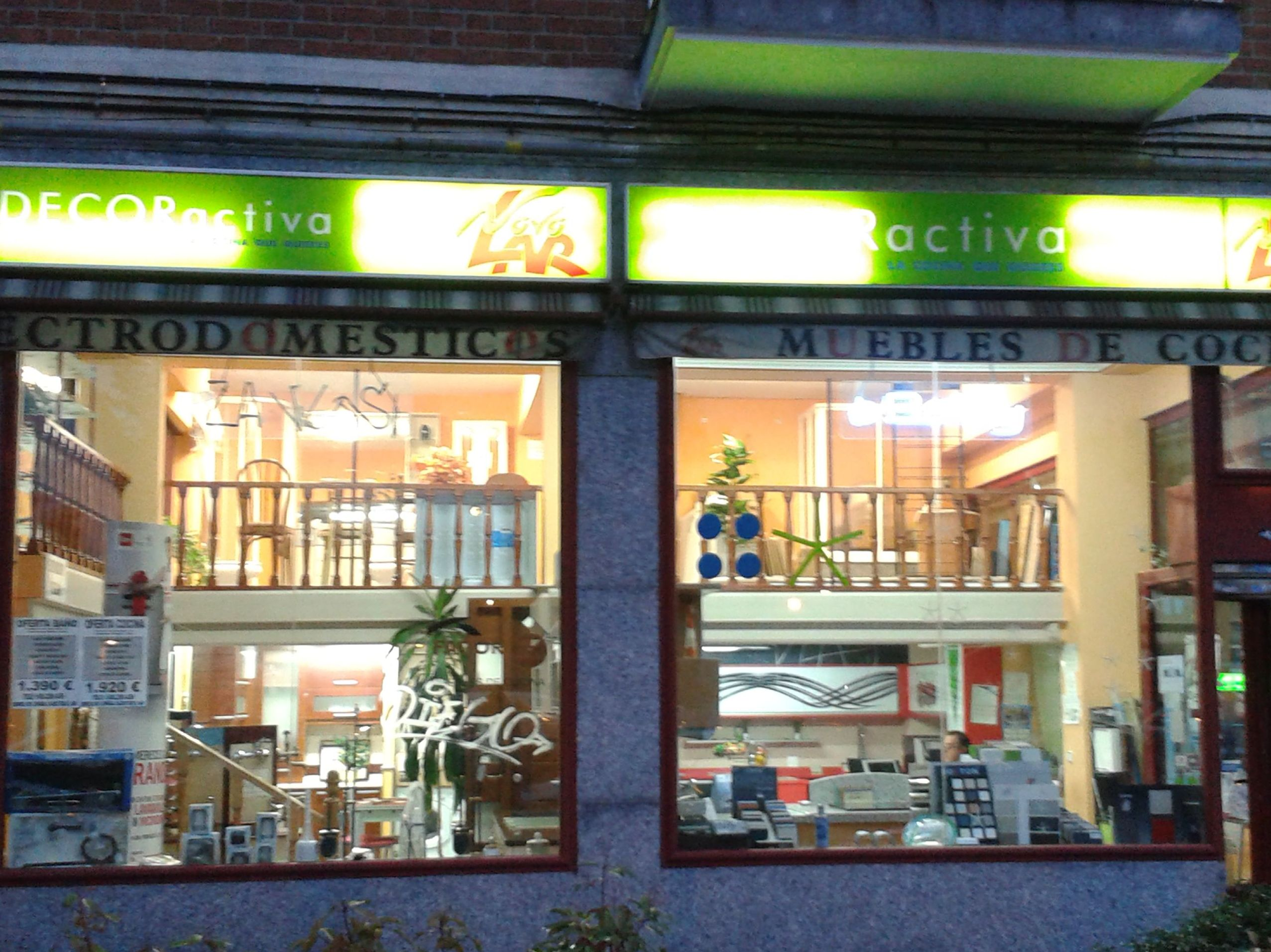 Fachada de tienda de muebles en Madrid