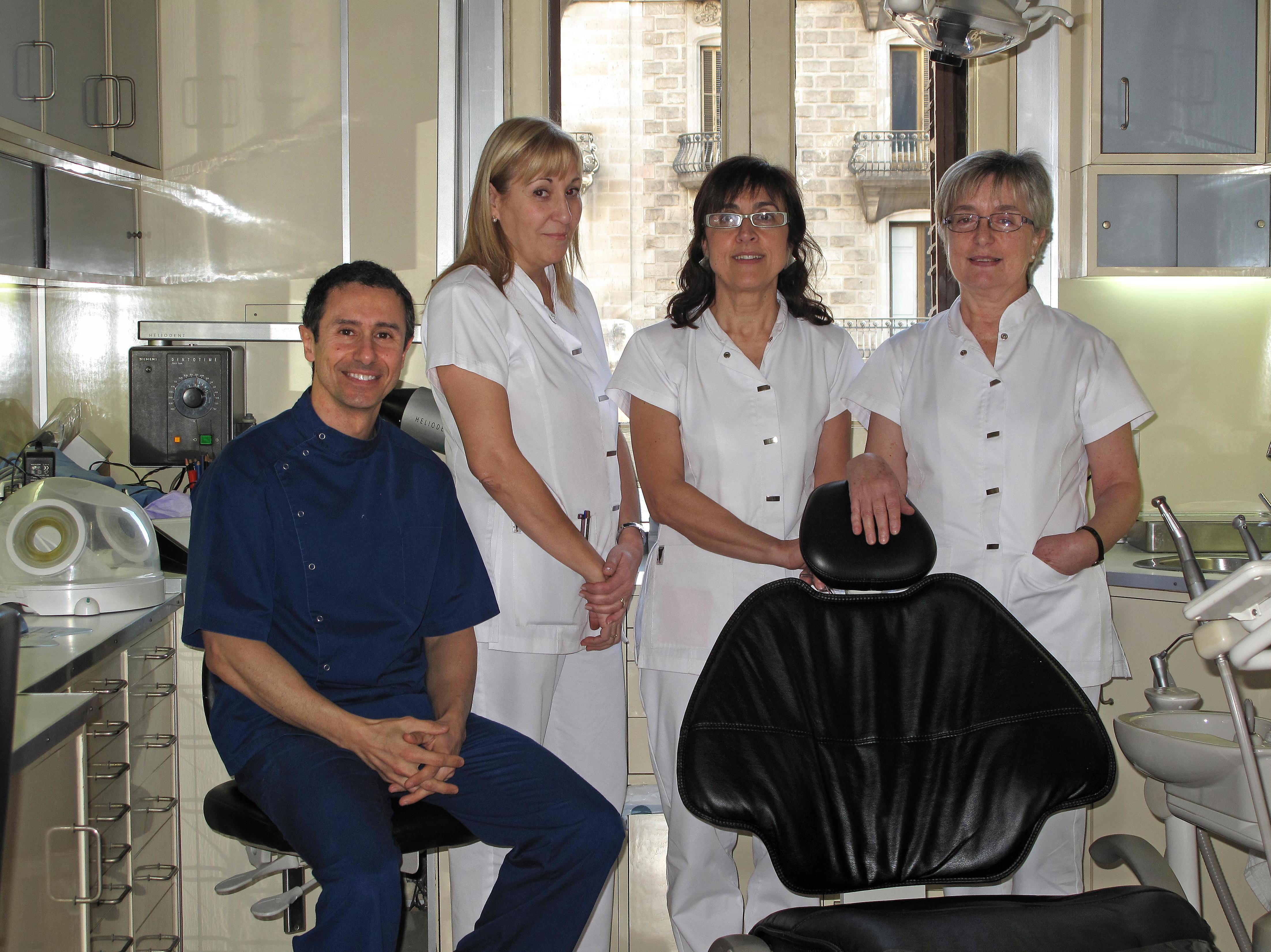 *Ortodoncia invisible a buen precio en la Dreta de L'Eixample de Barcelona en Clínica Dr. Esteve Padrós
