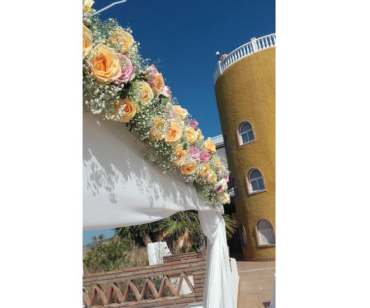 Guirnalda de flores para boda en Salobreña