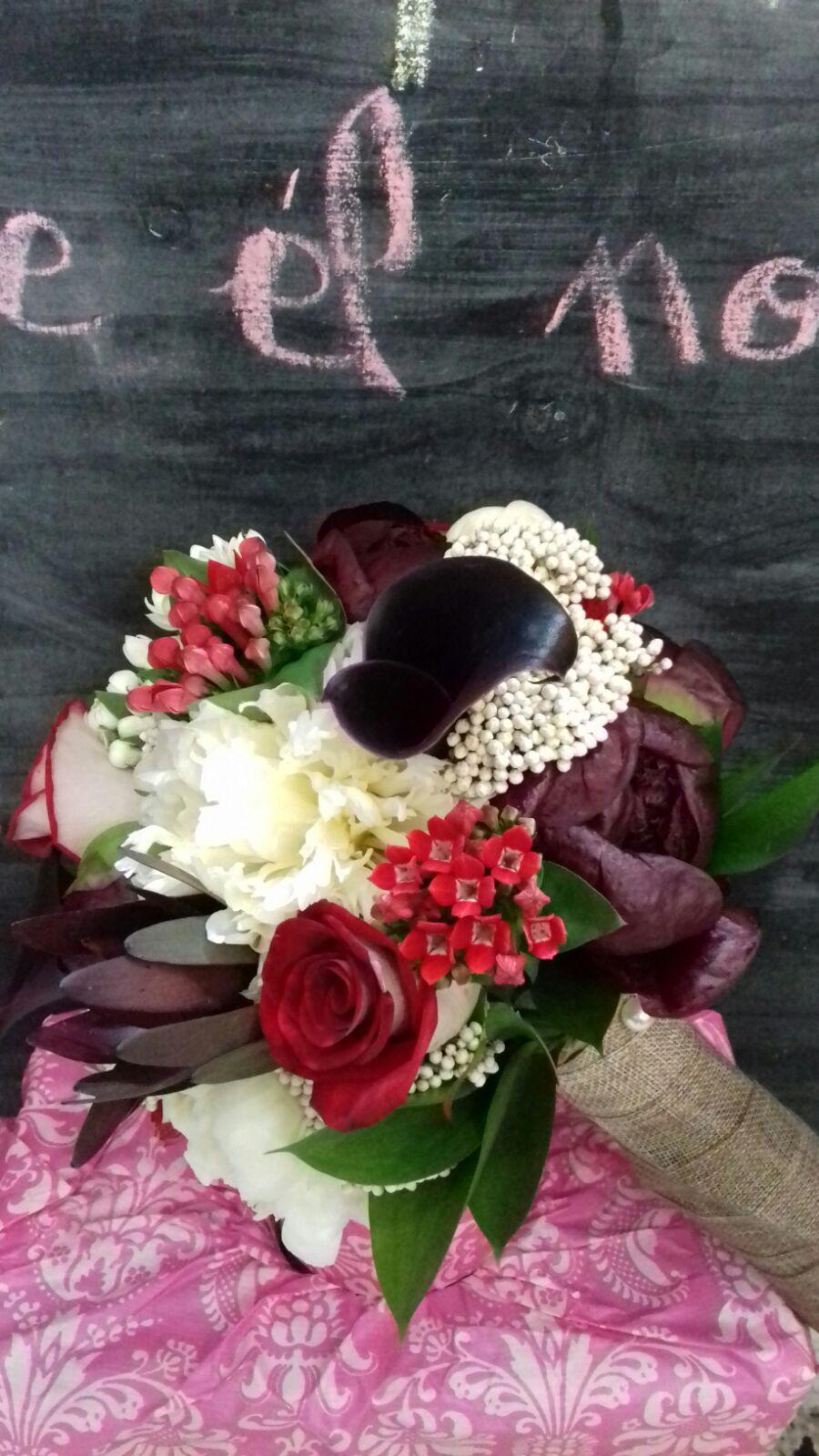 Arreglos florales de alta calidad para eventos en Granada