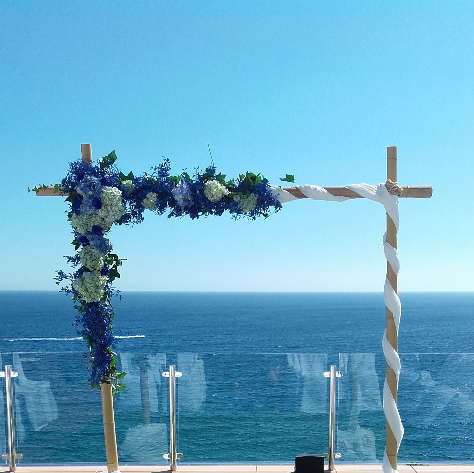 Arreglos florales boda en  terraza del Hotel Helios en Almuñecar