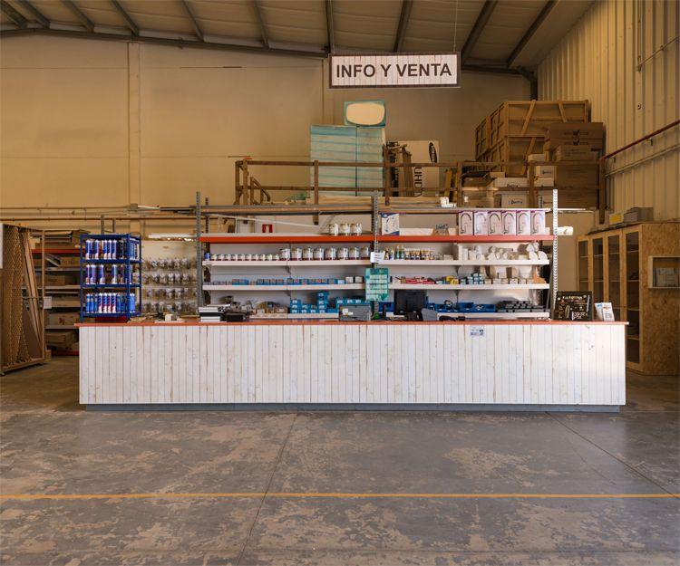 Interior de nuestro almacén de madera en Fuerteventura