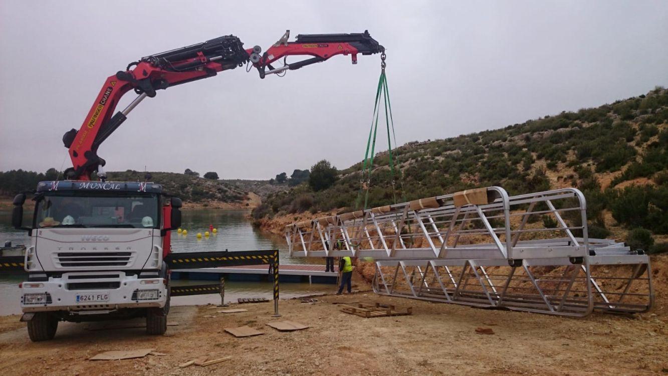 Camión grúa para obras en Almansa