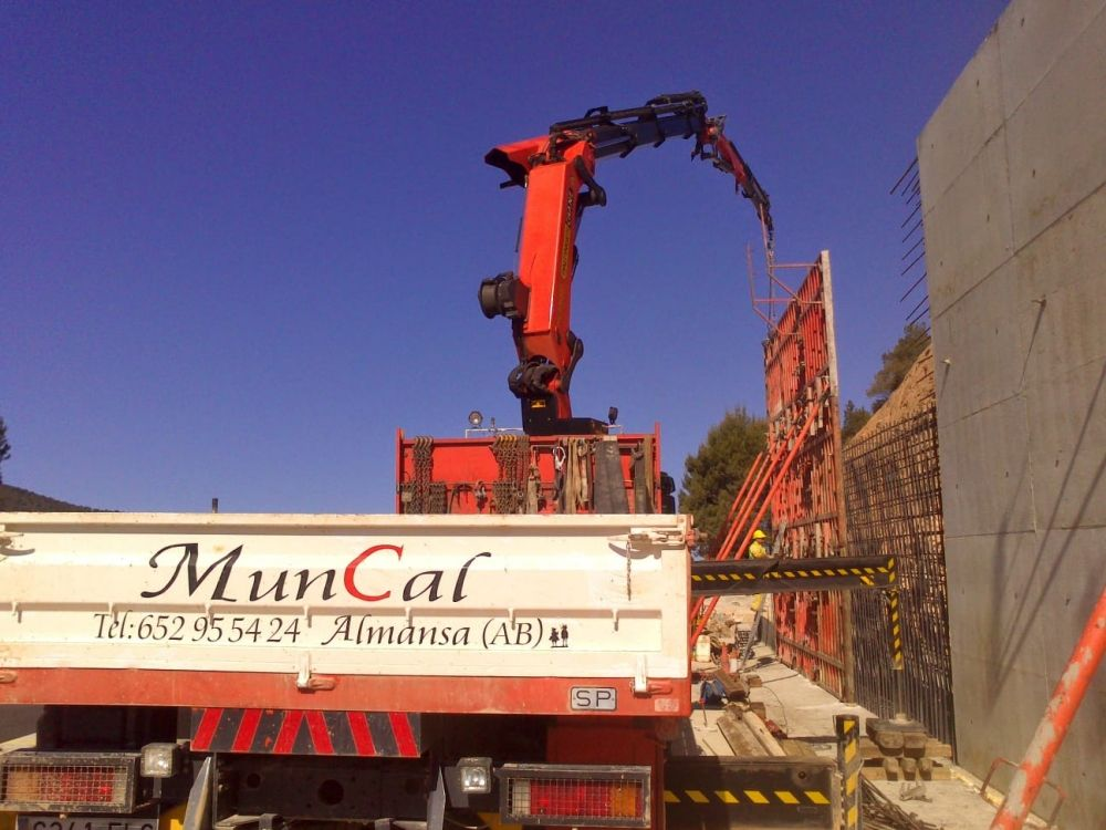 Servicio de calidad y profesional con camión grúa en Almansa