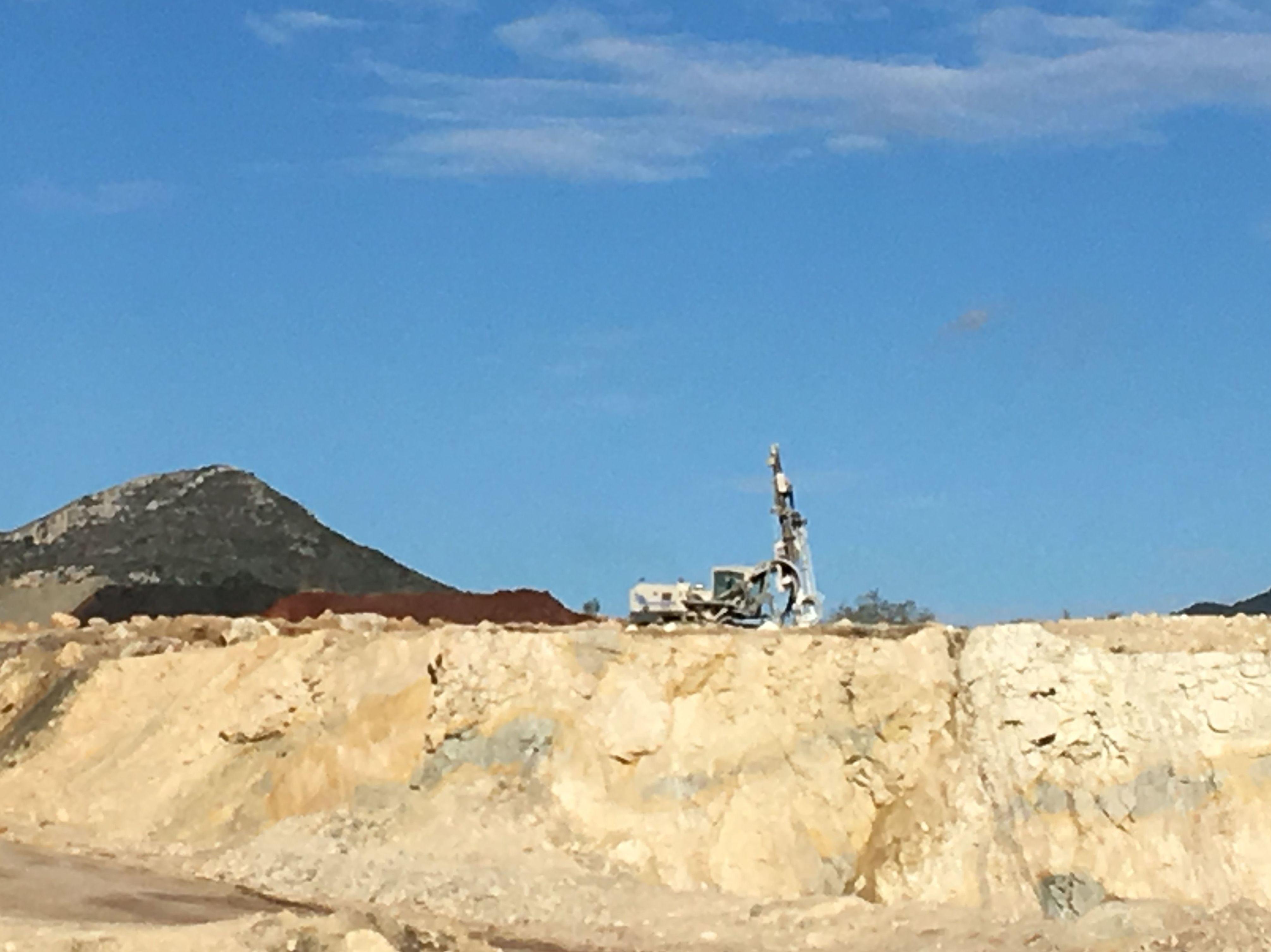 Foto 3 de Perforaciones y voladuras para canteras y obras públicas en Málaga | Voladuras Cerromar