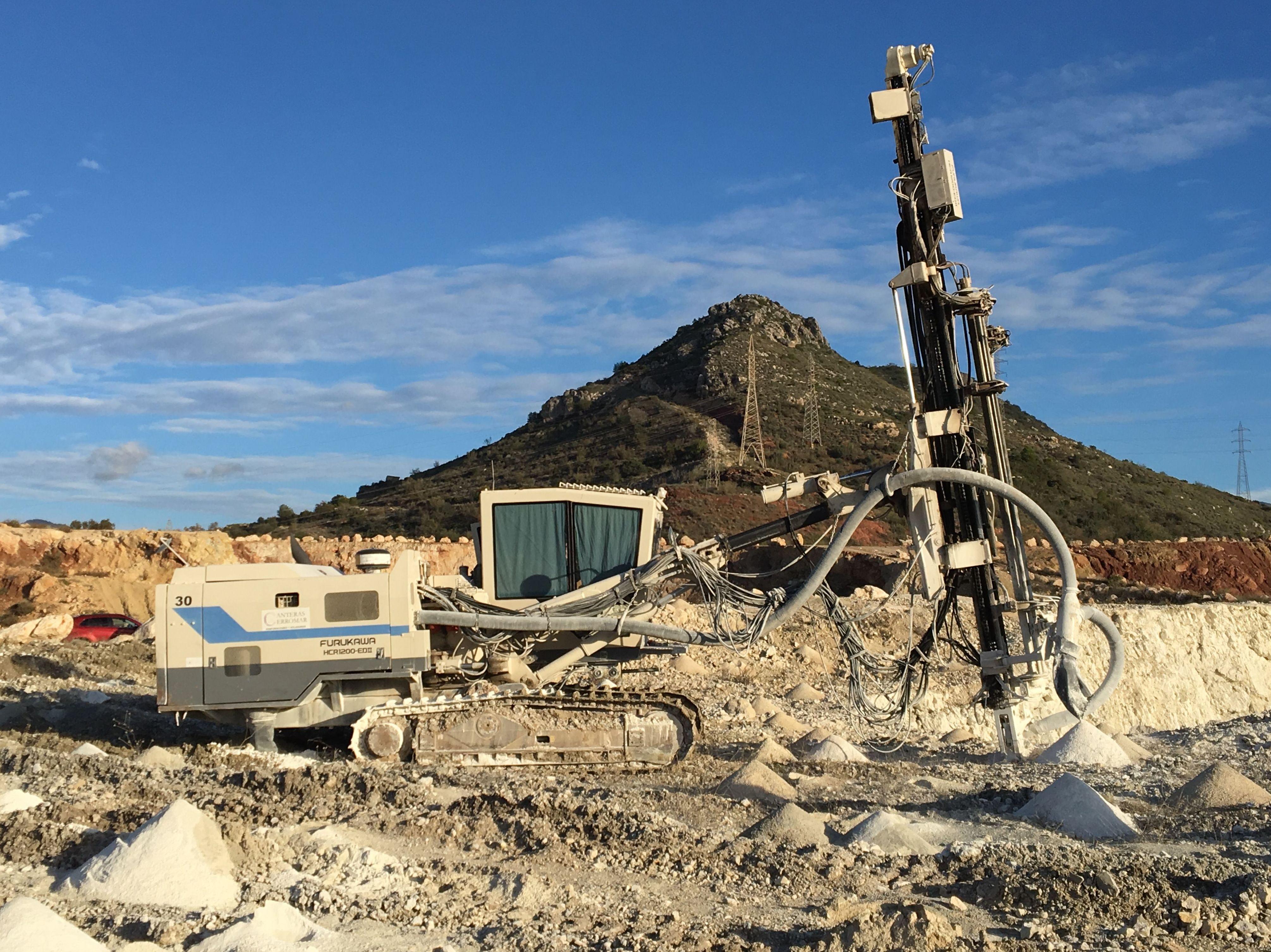 Foto 4 de Perforaciones y voladuras para canteras y obras públicas en Málaga | Voladuras Cerromar