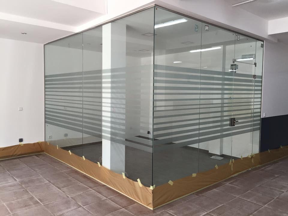 Divisiones de locales y oficinas en cristal y aluminio