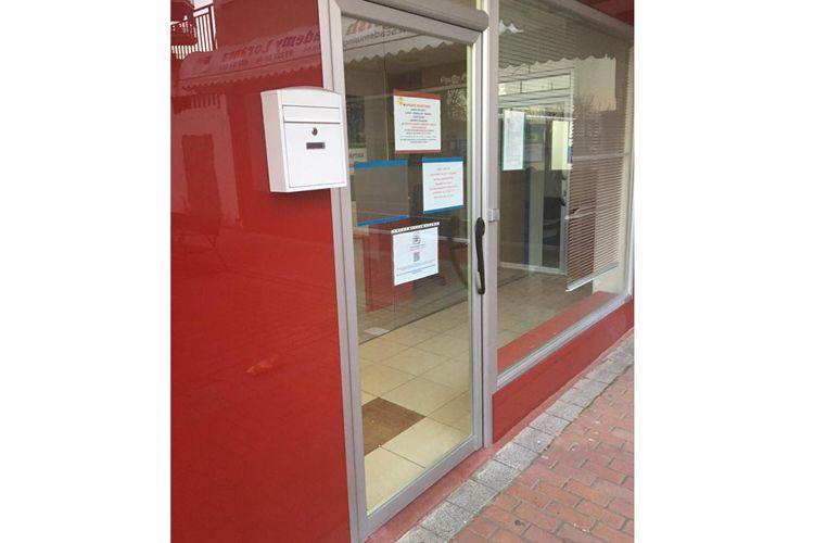 Puerta de aluminio para academia Loranca