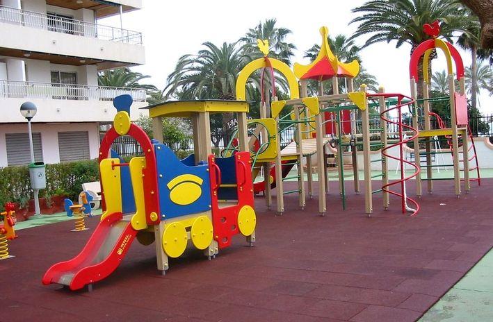 Mobiliario urbano en parques infantiles en valencia comportamiento - Mobiliario infantil valencia ...