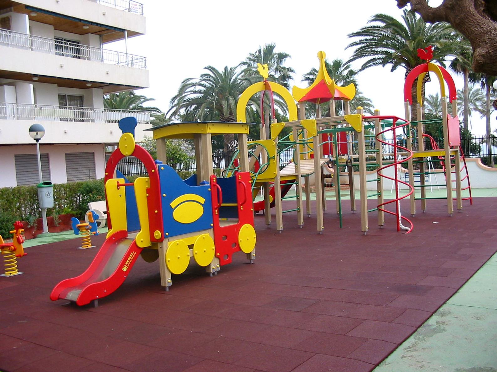 Suelos de caucho en parques infantiles