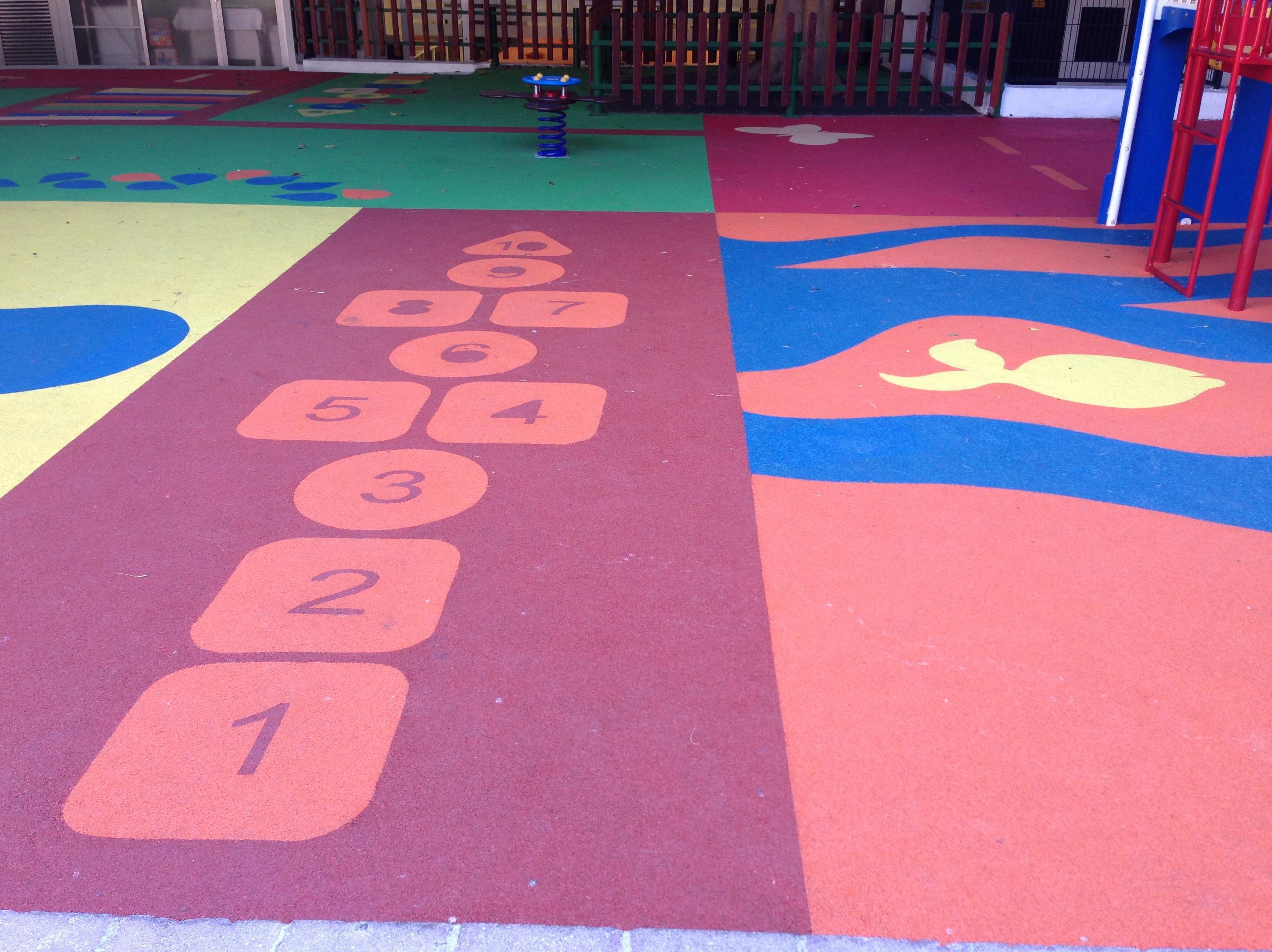 Suelo de caucho para parque infantil