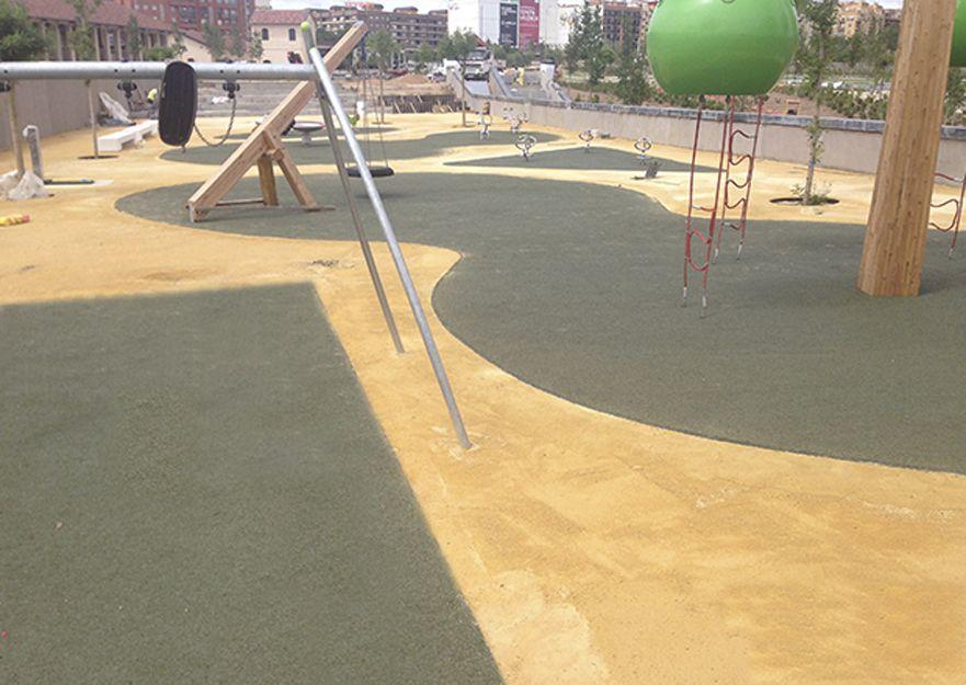 Realización de suelos de caucho para parques en Quart de Poblet