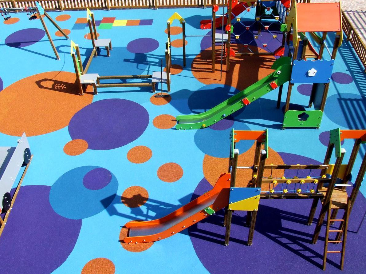 Pavimentos de caucho para parques infantiles