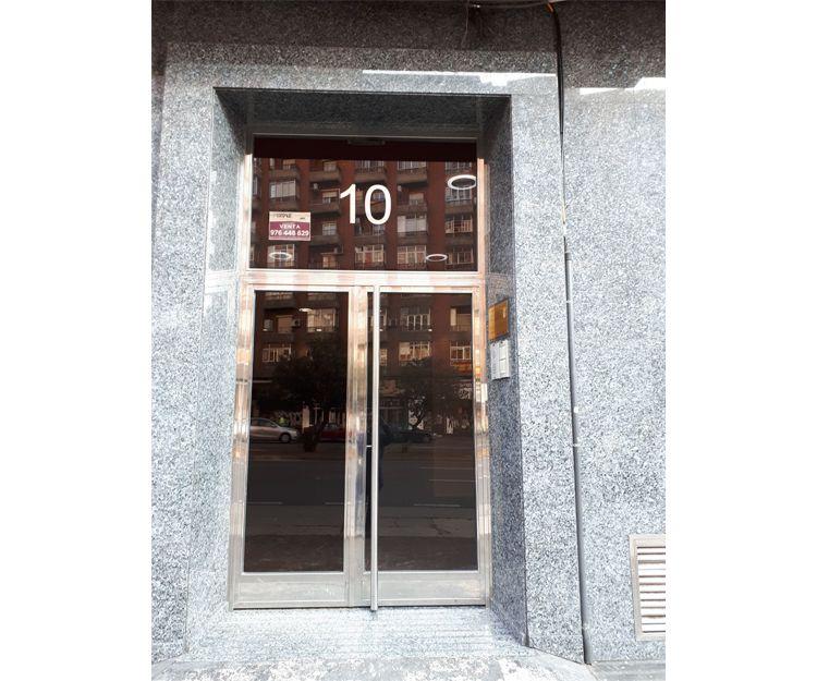 Puertas de acero inoxidable para portales en Zaragoza