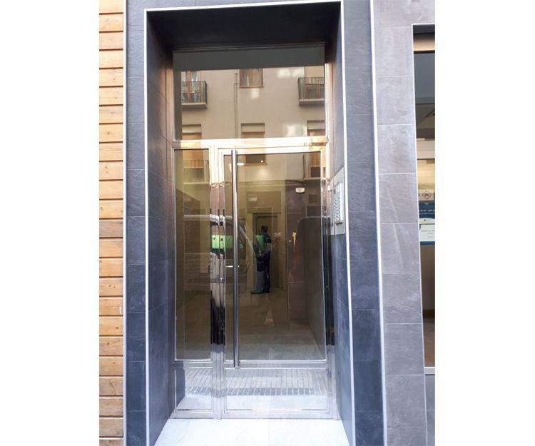 Empresa de puertas de acero inoxidable en Zaragoza