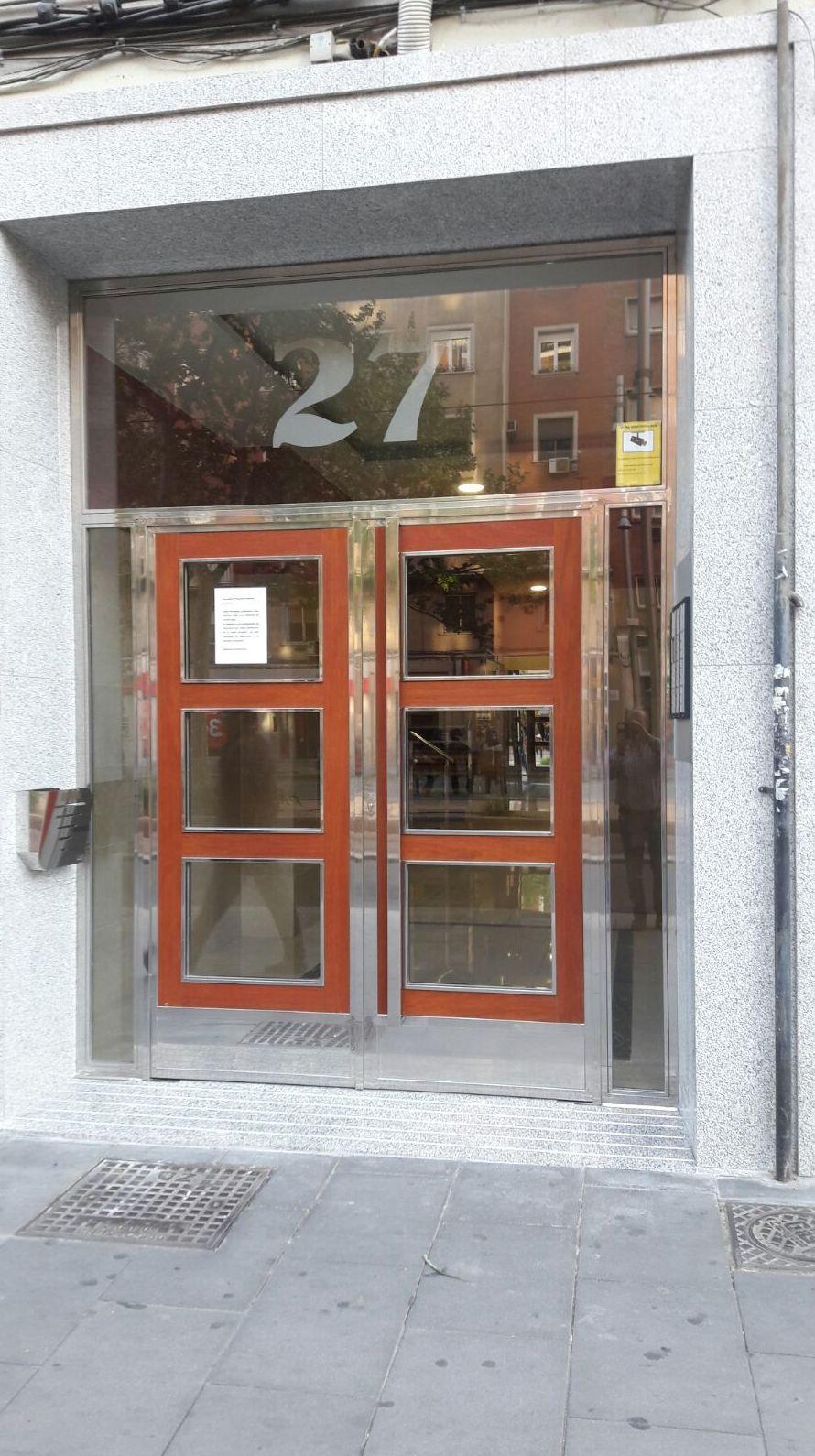 Fabricación de puertas de comunidad en Zaragoza