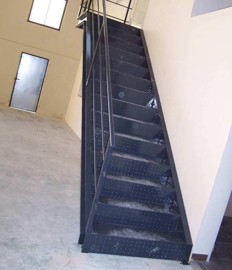 Instalación de barandillas y escaleras metálicas