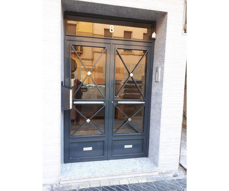 Instalación de puertas de acero inoxidable en Zaragoza