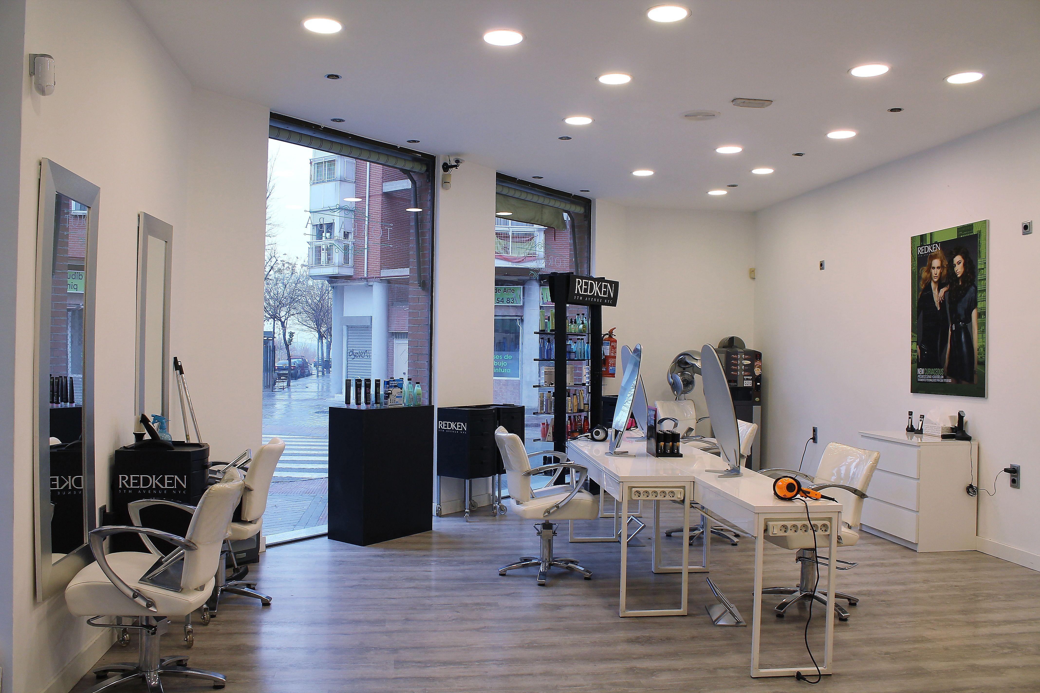 Servicios profesionales de peluquería en San Blas, Madrid
