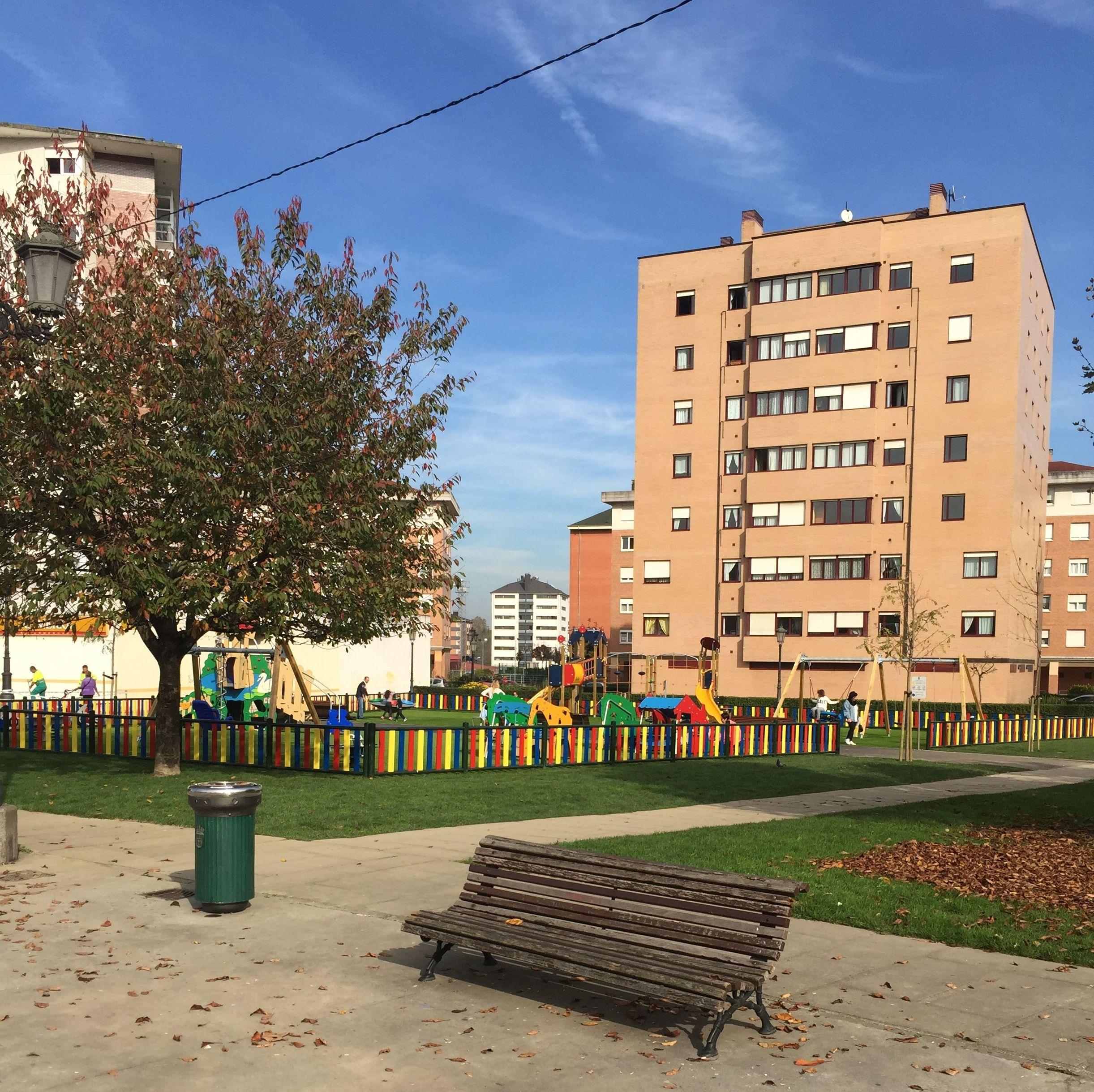 Urbanización de juegos infantiles en La Corredoria