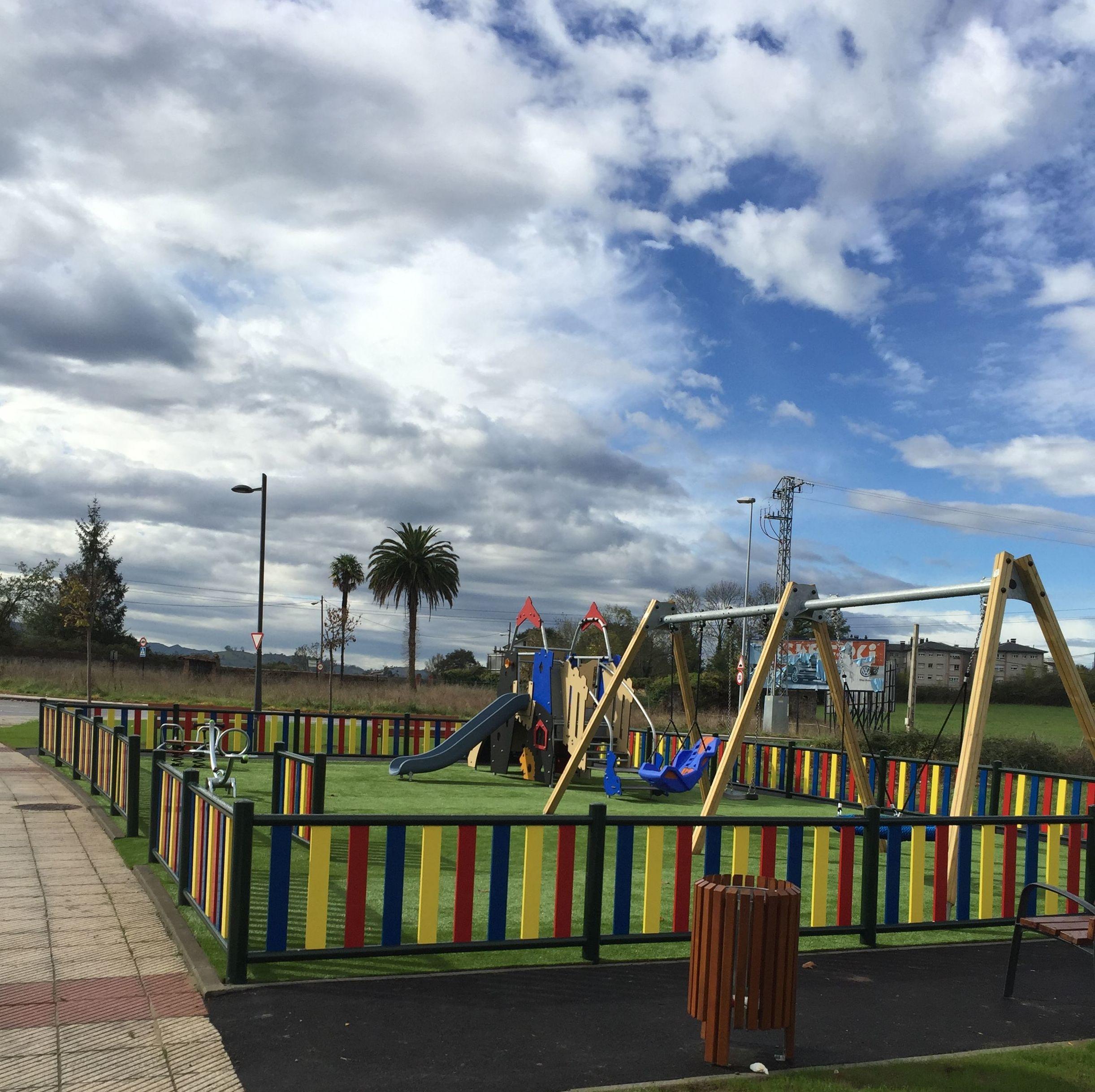 Urbanización de juegos infantiles en San Claudio