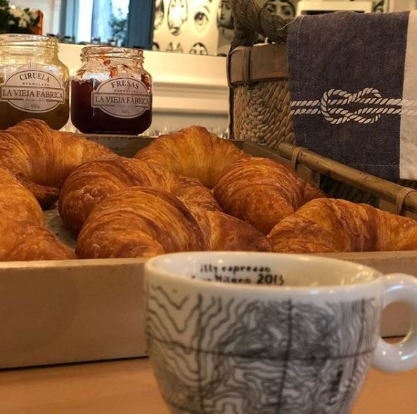 Cafetería con desayunos completos en Burgos