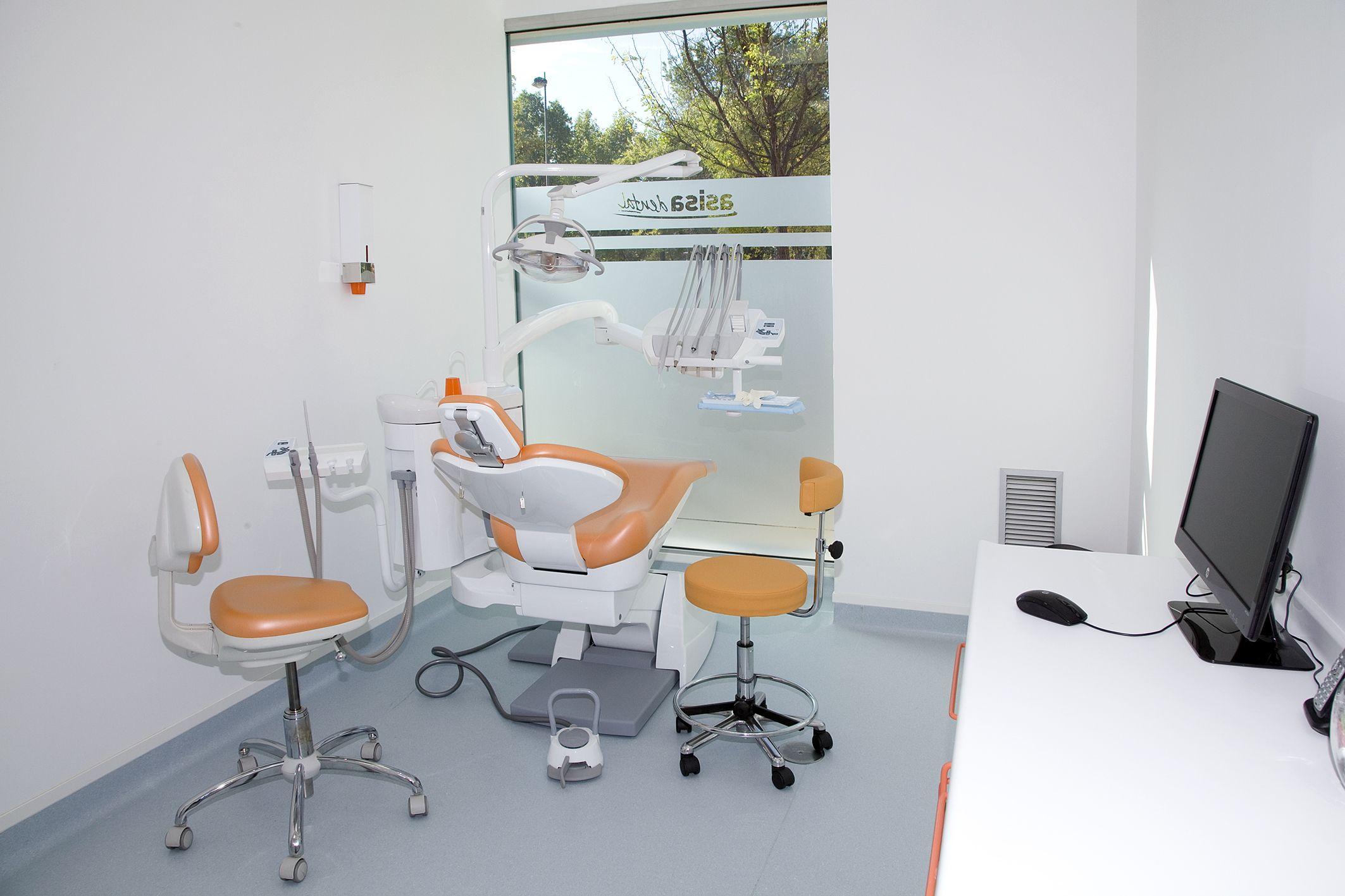 Servicios de implantología, odontopediatría, estética dental, etc.