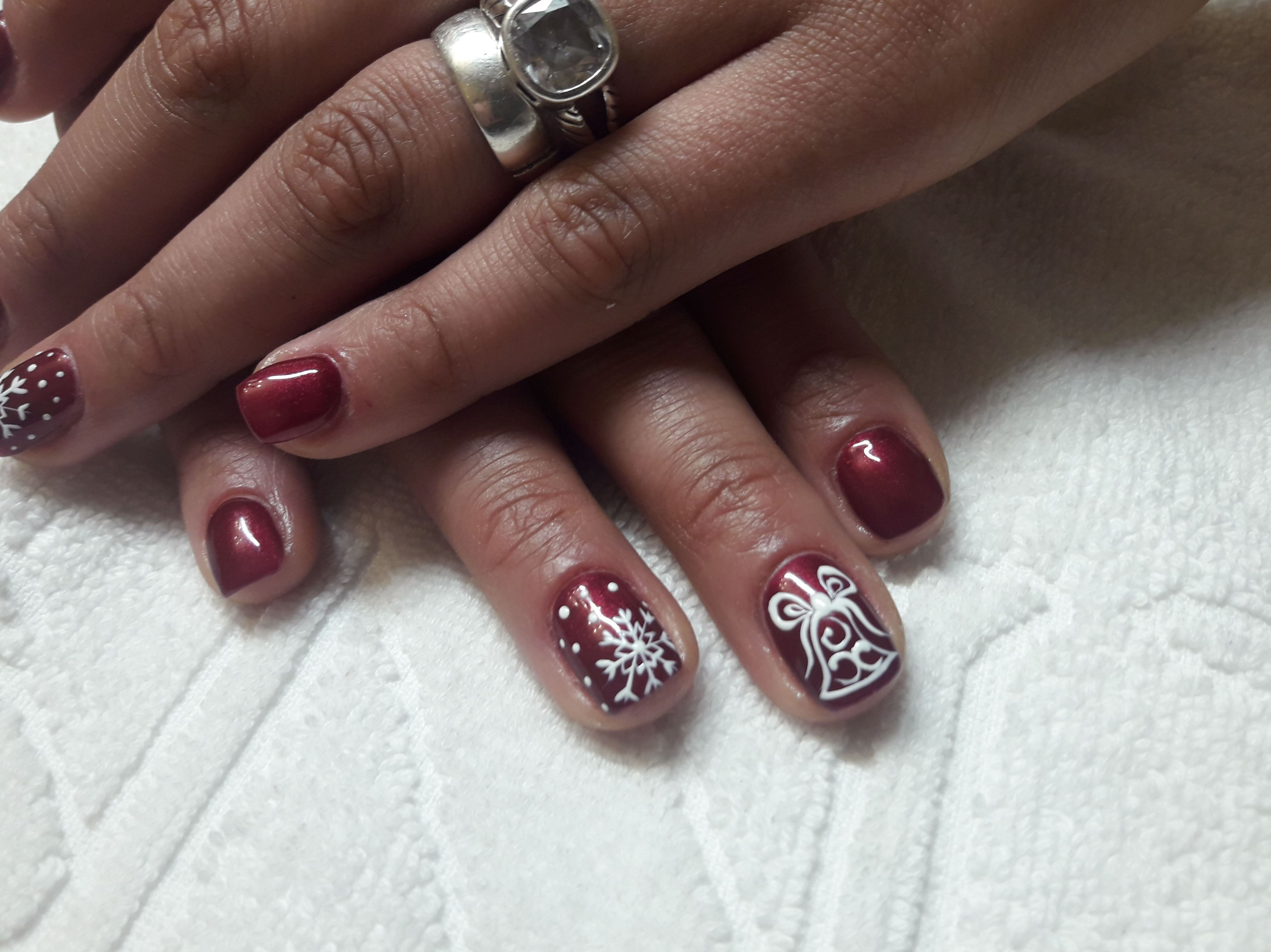 Diseños y esmaltado de uñas en Segovia