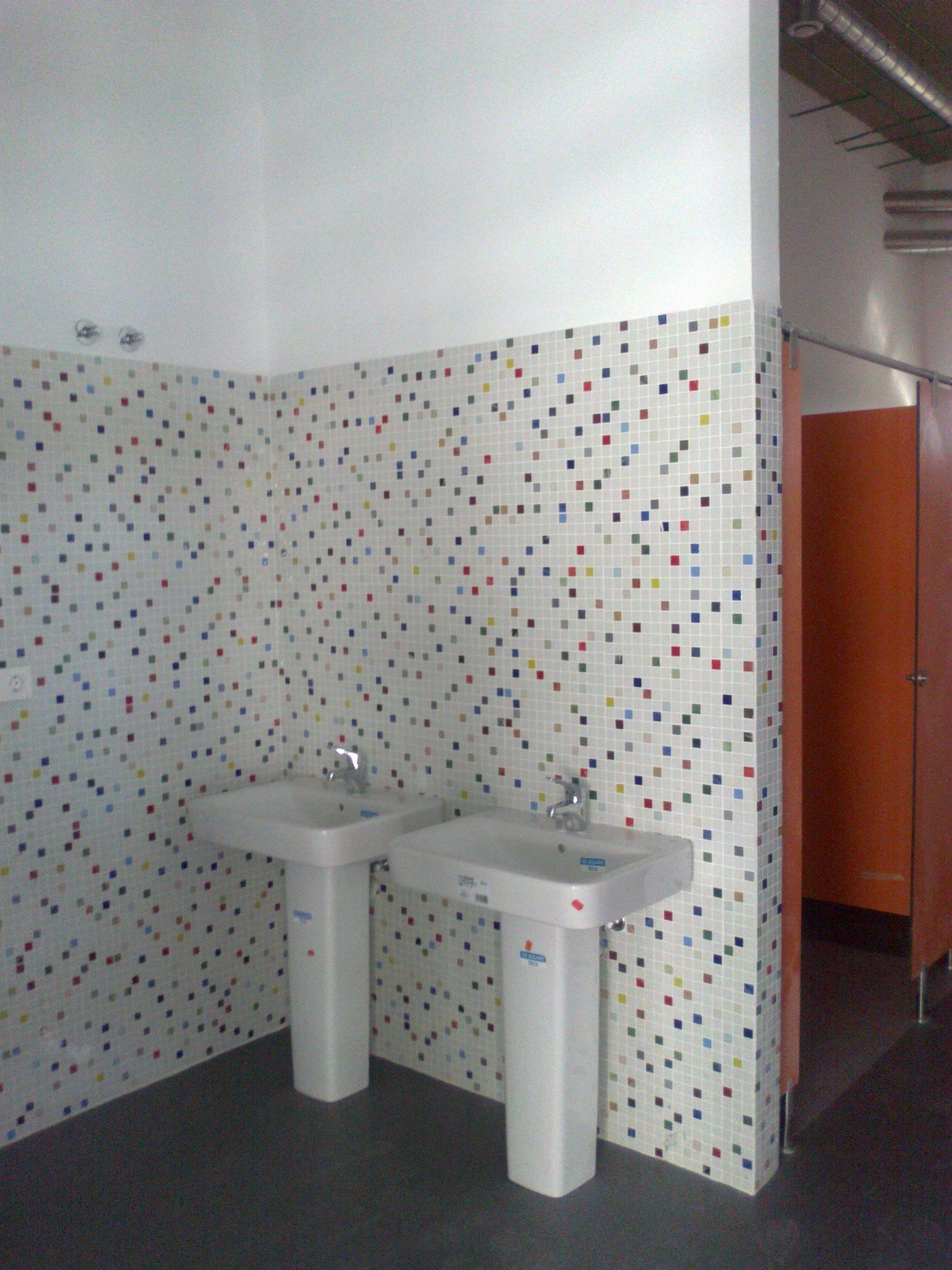 Reforma integral de baños en el Centro Juvenil de Paterna