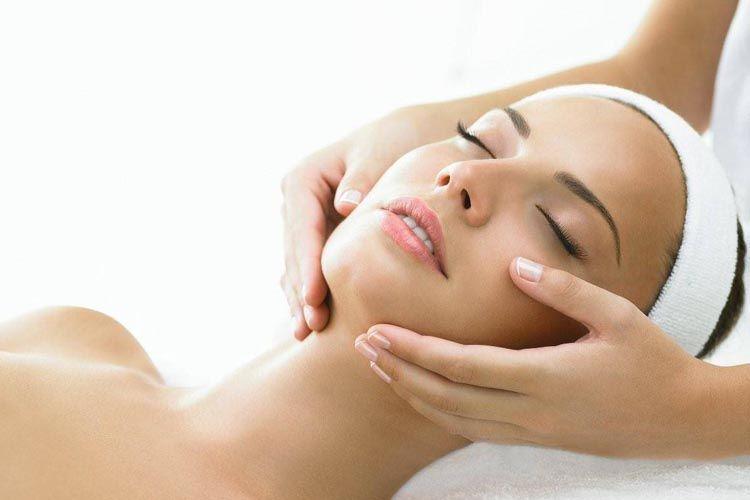 Luce una piel radiante con nuestros tratamientos faciales