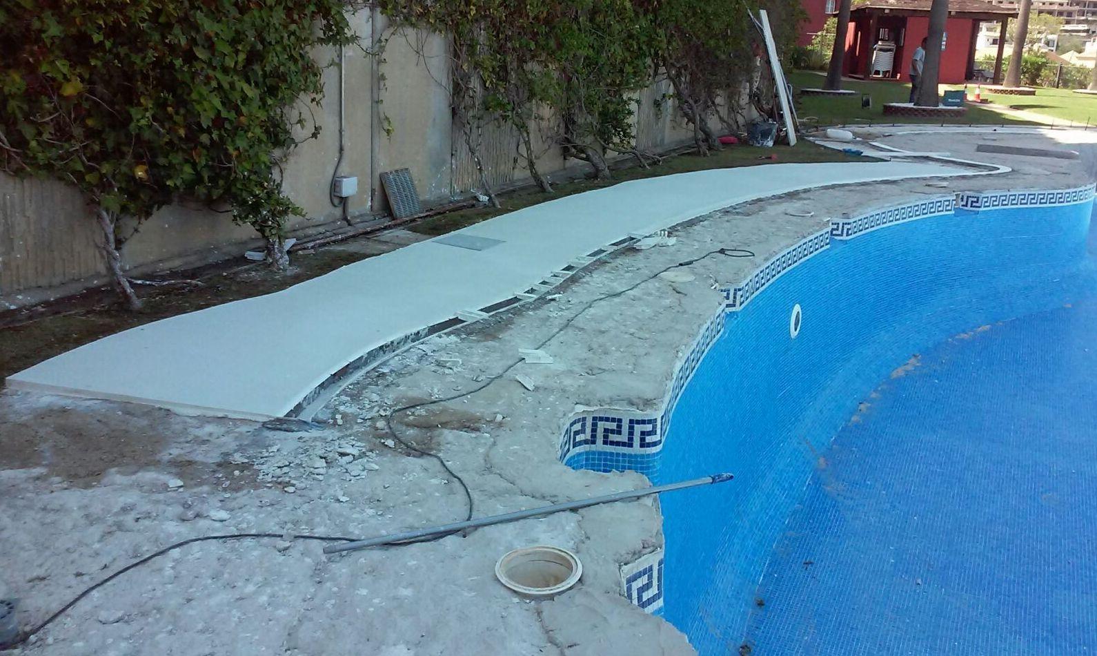 Rehabilitación de suelo en piscina