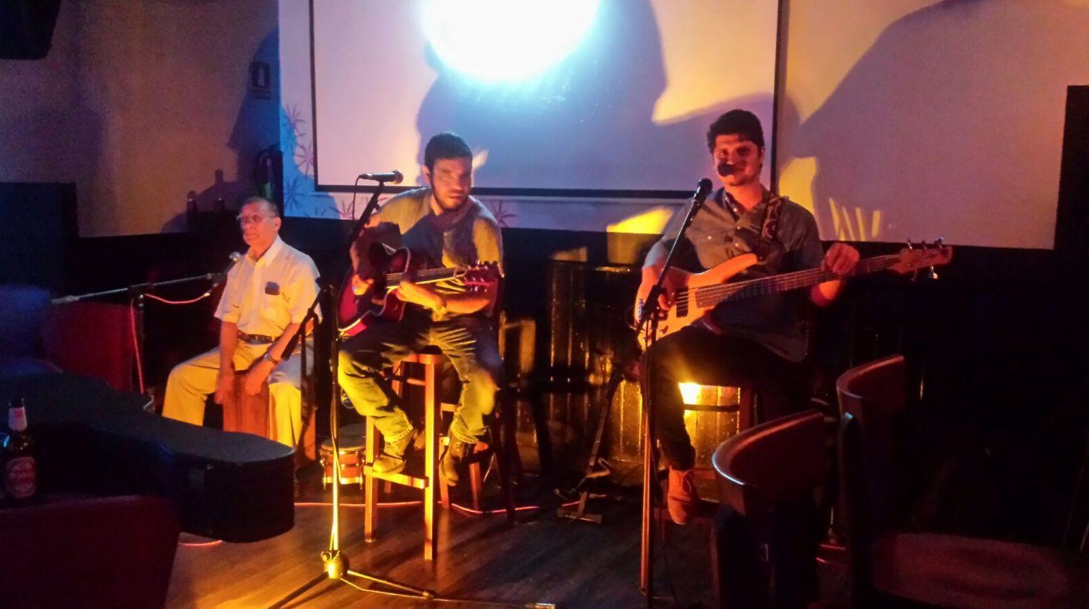 Música latina en directo en Aluche