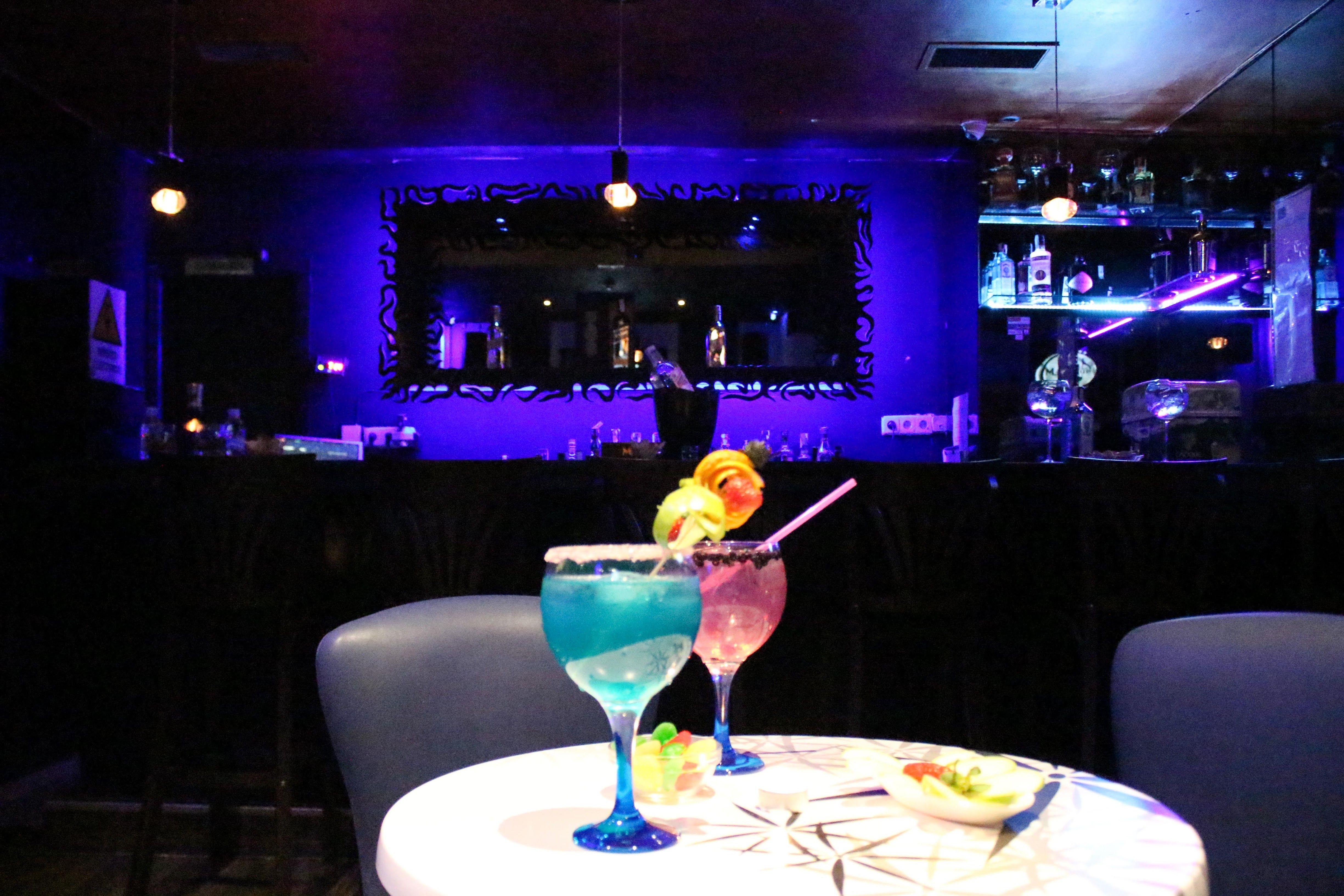 Foto 2 de Bar de música y actuaciones latinas en Madrid | Magangue