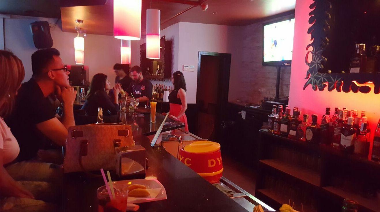 Bar de copas latino en Aluche